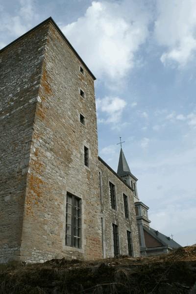 Donjon, dit ancienne cour de justice (façades et toitures) (M) et alentours (S)