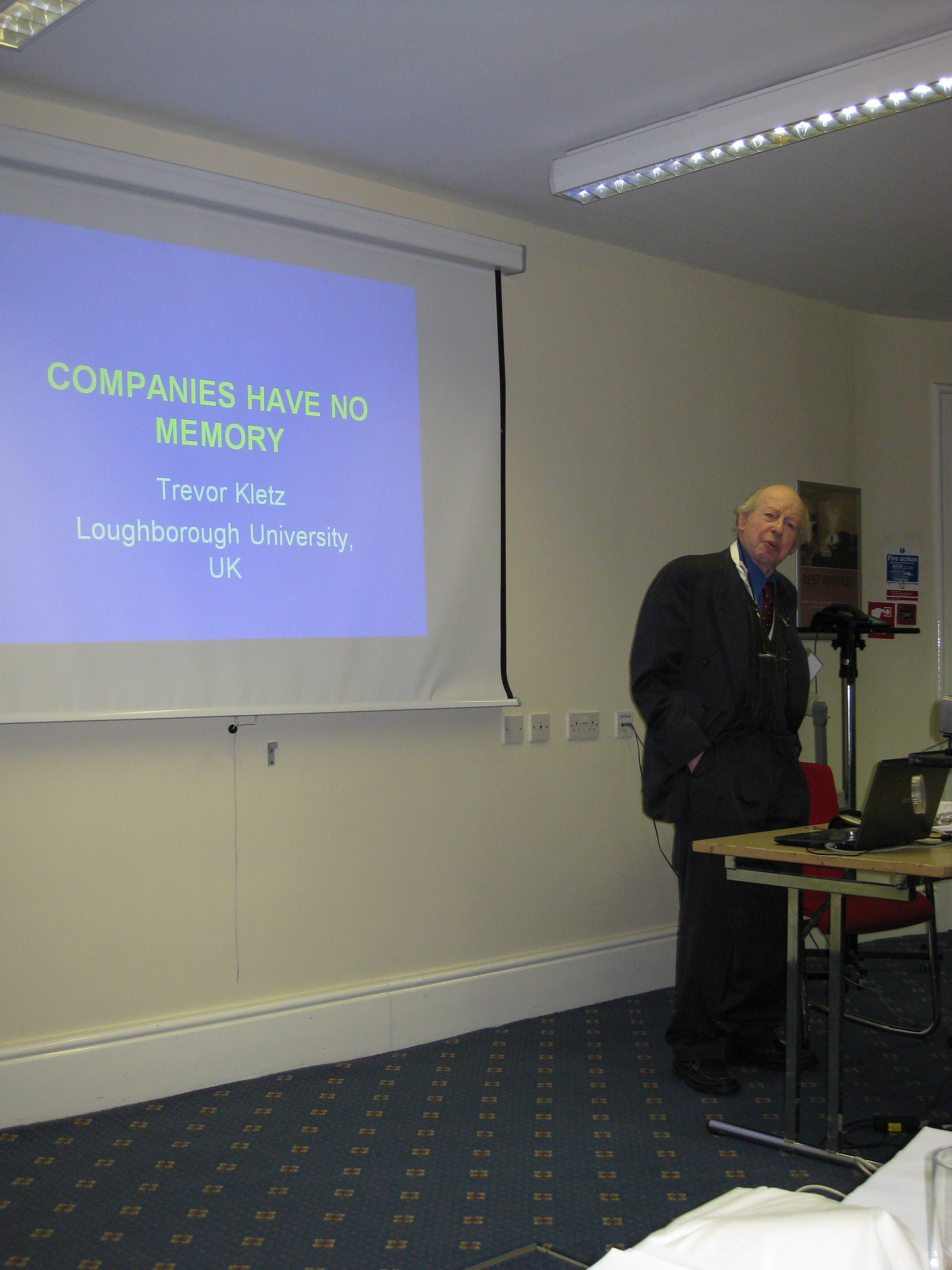 Kletz at a chemical engineering safety workshop, Manchester 2010