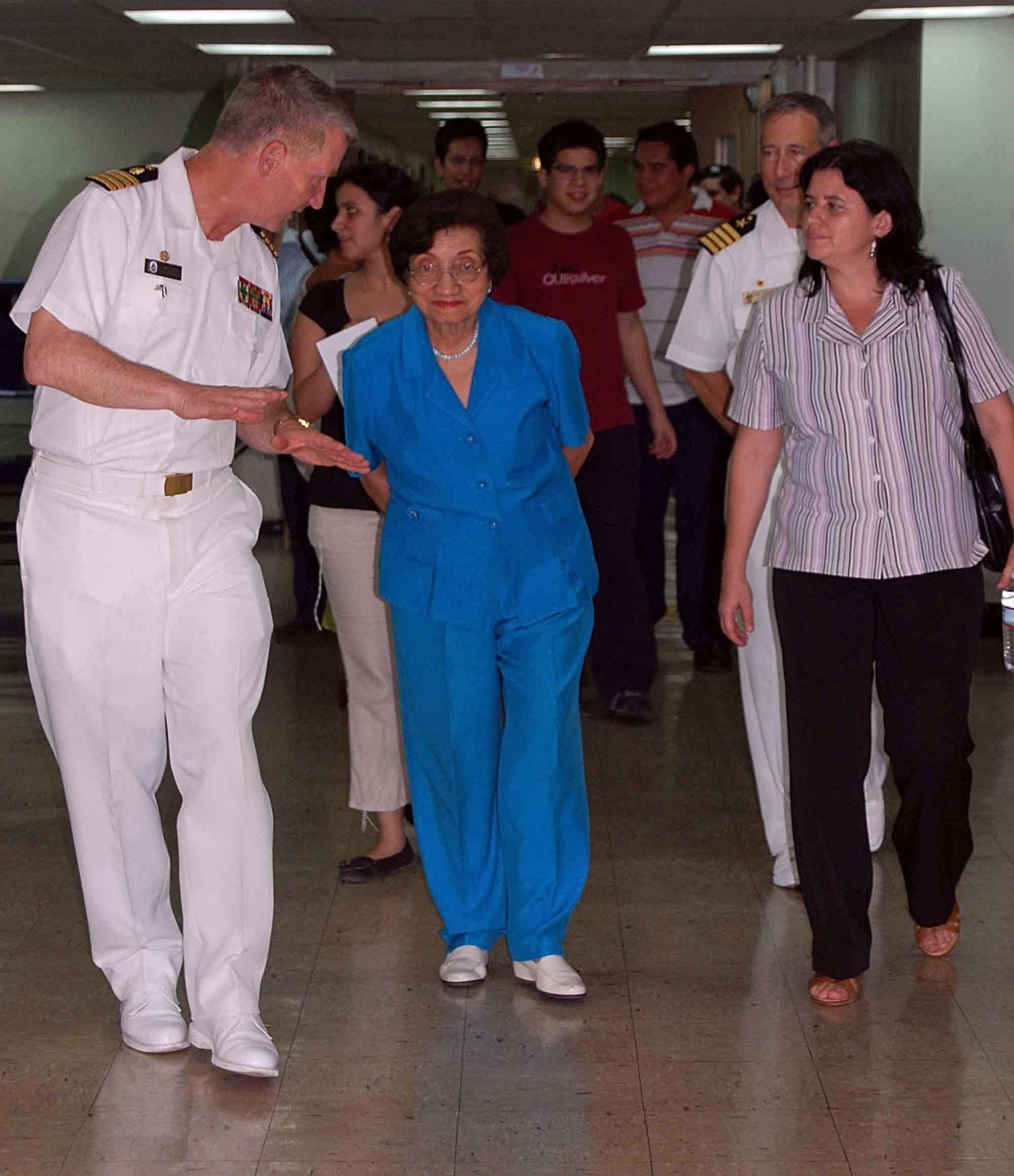 File:US Navy 090622-F-5647K-104 El Salvador Minister of ...