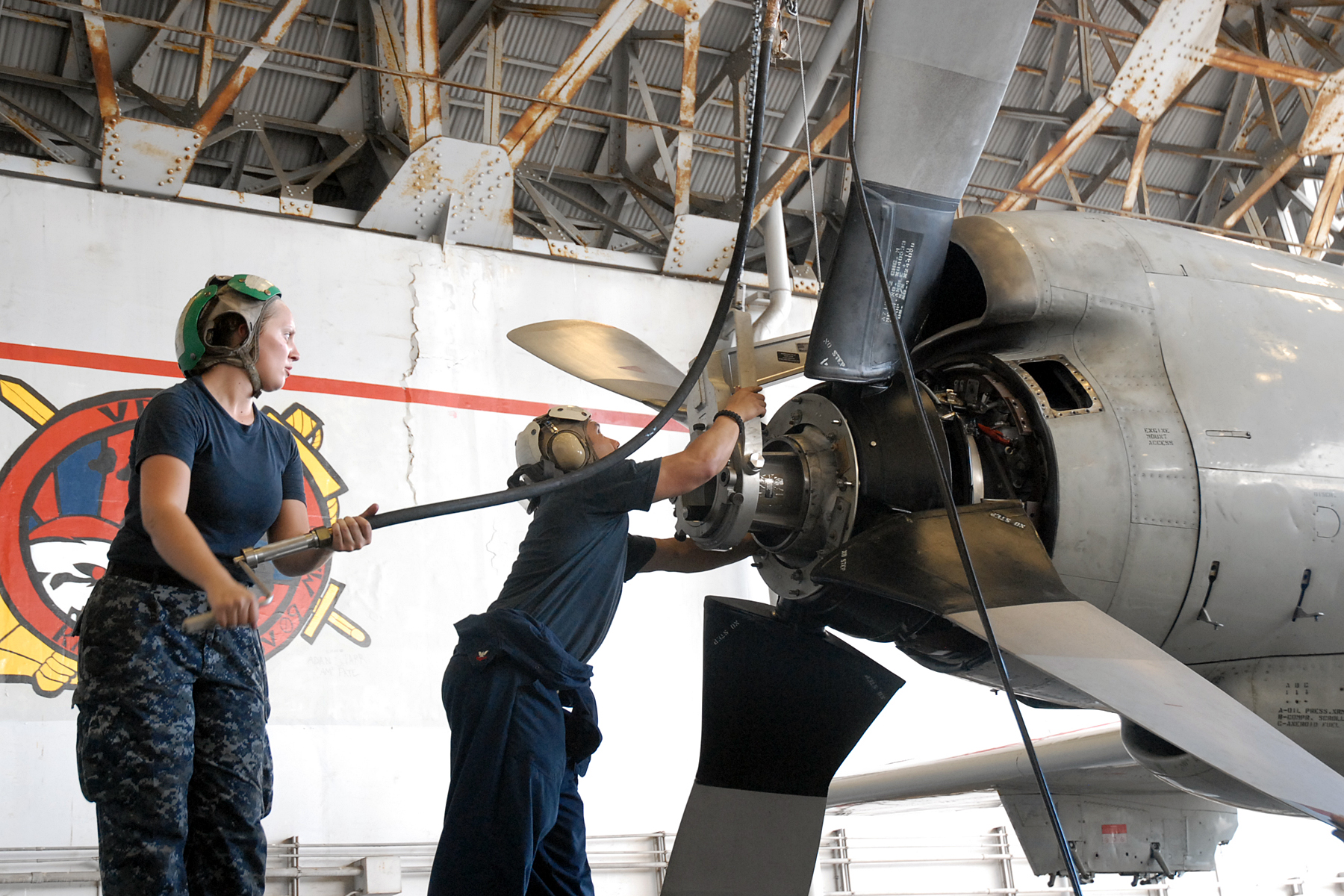 File:US Navy 110822-N-ZN240-070 Aviation Machinist's Mate 2nd ...