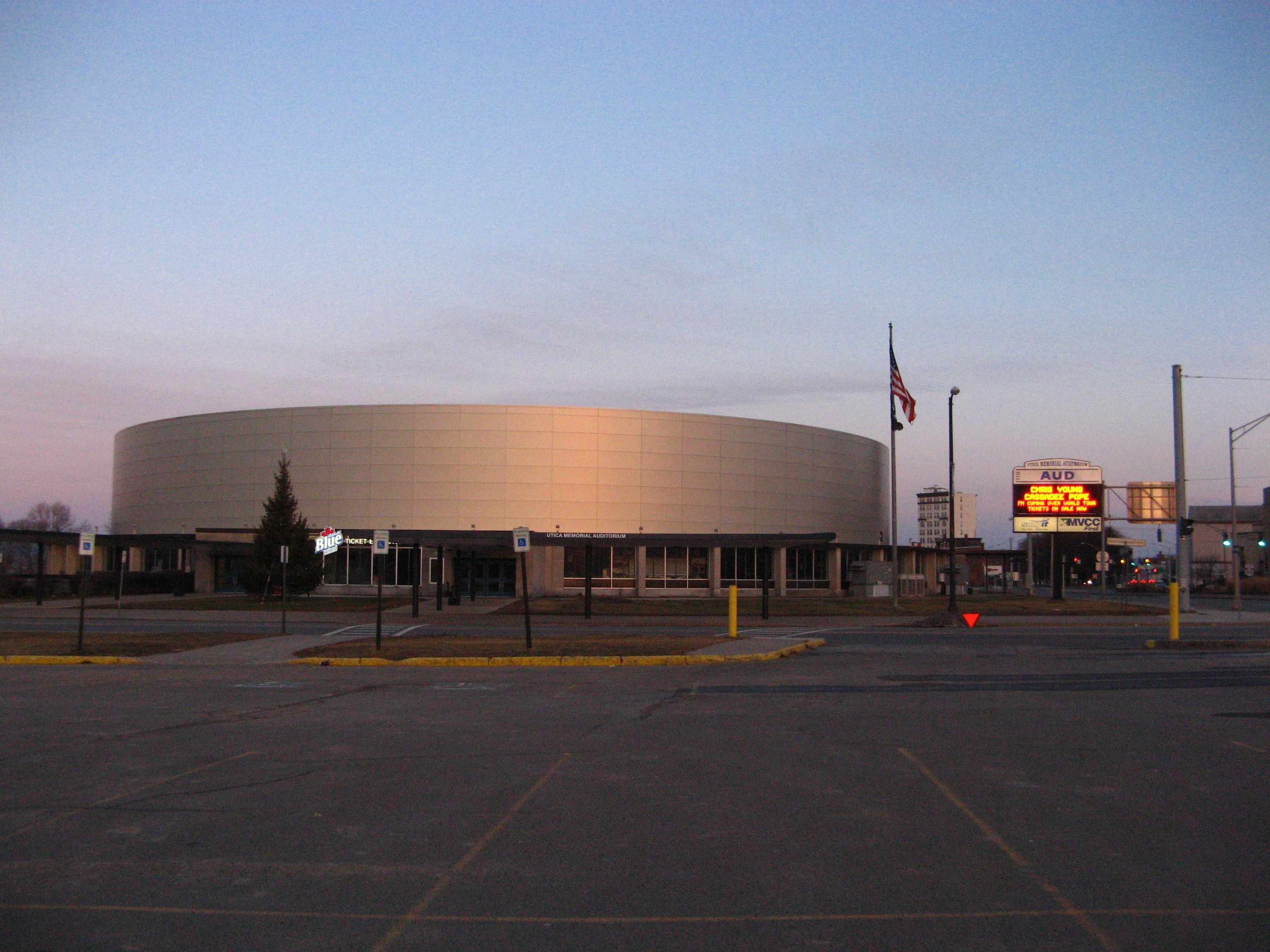Utica Memorial Arena after renovation, 2016-02-07.jpg English: Utica Memorial Arena, Utica, New York after its 2015 renovation Date 7 February 2016 Source