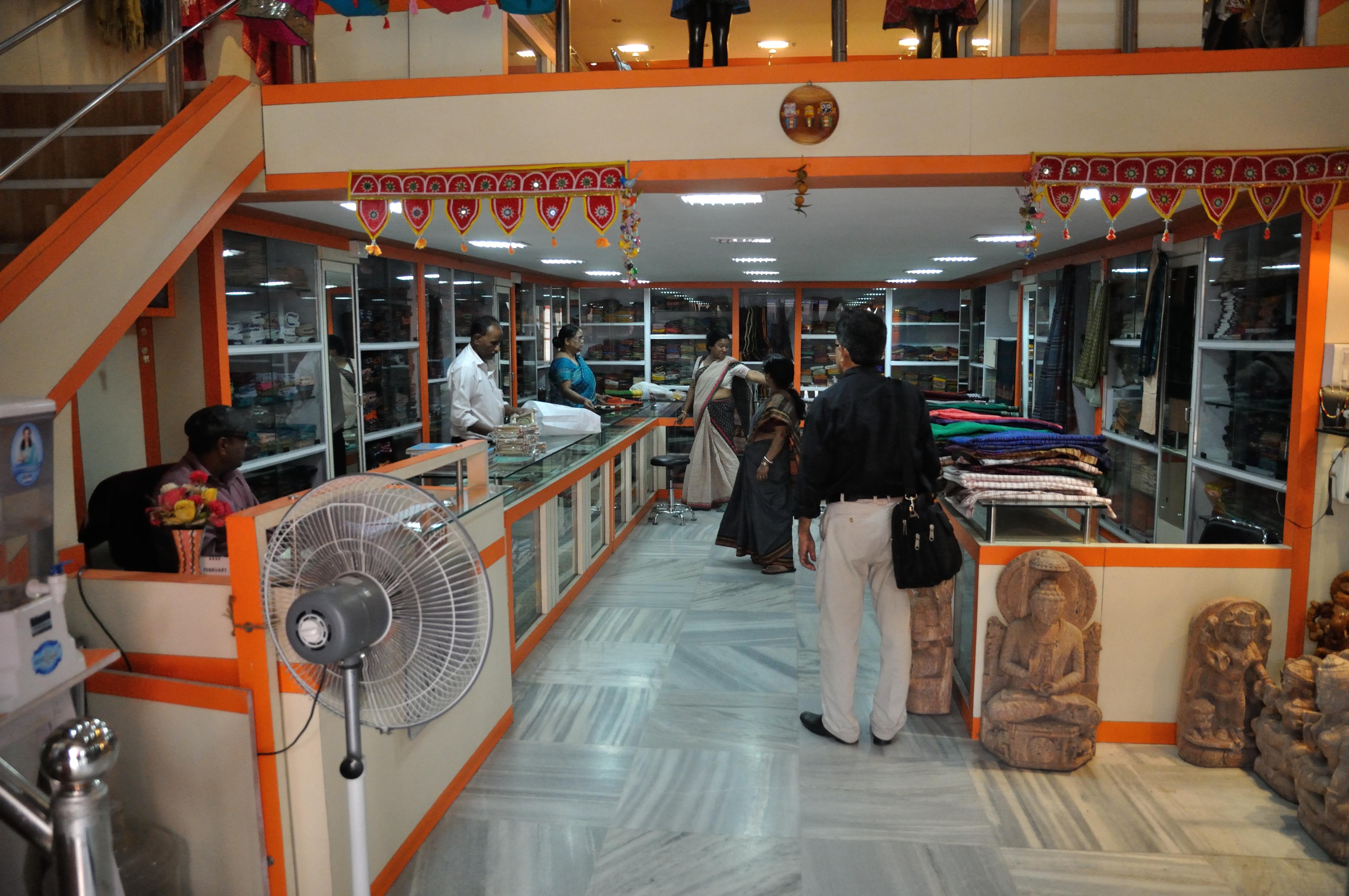 File:Utkalika - Odisha State Emporium - Dakshinapan - Market Complex -  Dhakuria - Kolkata 2014-02-12 2016.JPG - Wikimedia Commons
