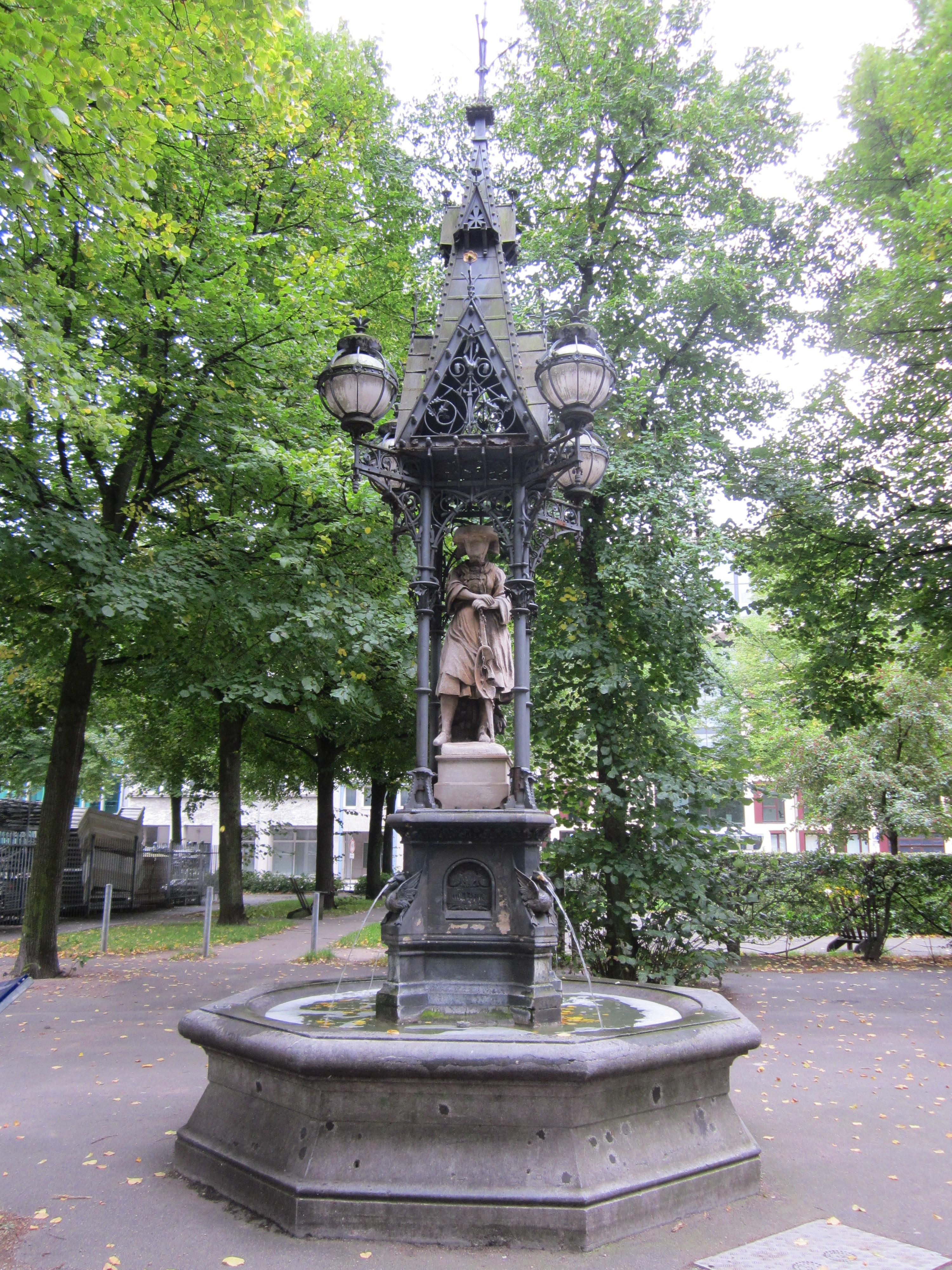 Brunnen Hamburg.Datei Vierländerin Brunnen Auf Dem Hopfenmarkt In Hamburg
