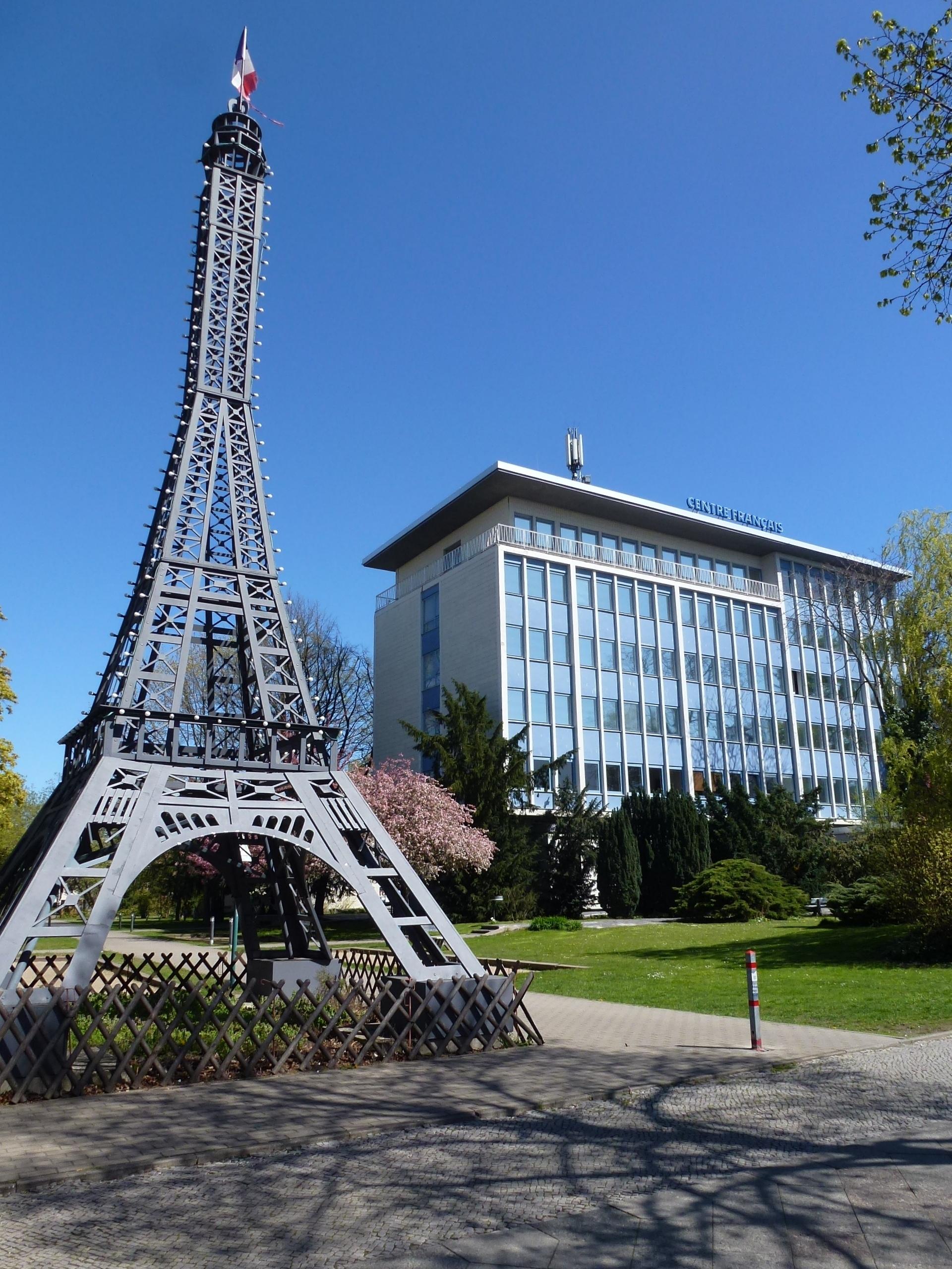Datei Wedding Centre Francais Eiffelturm 001 Jpg Wikipedia