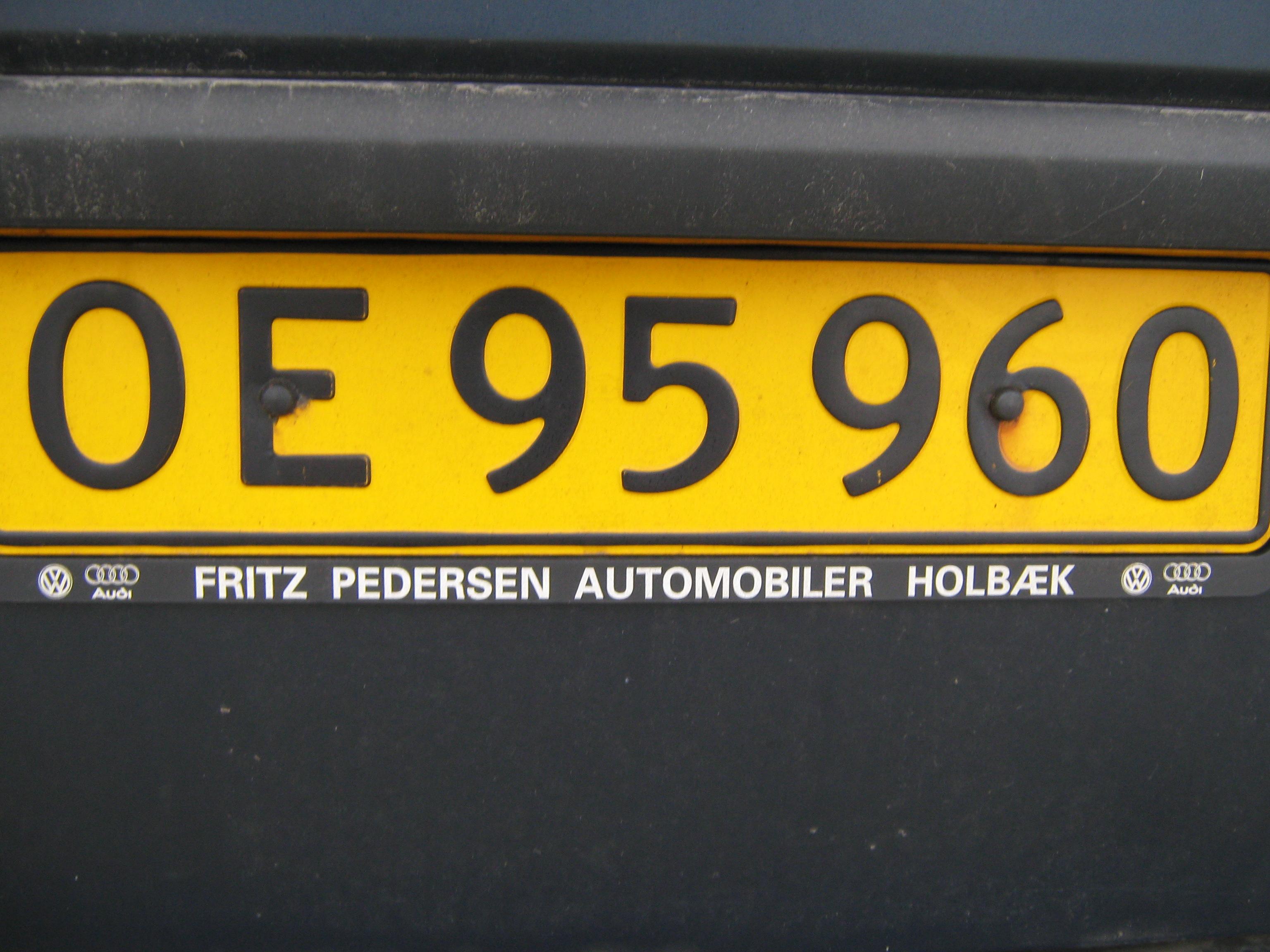 File:Yellow license plate of Denmark.jpg - Wikimedia Commons