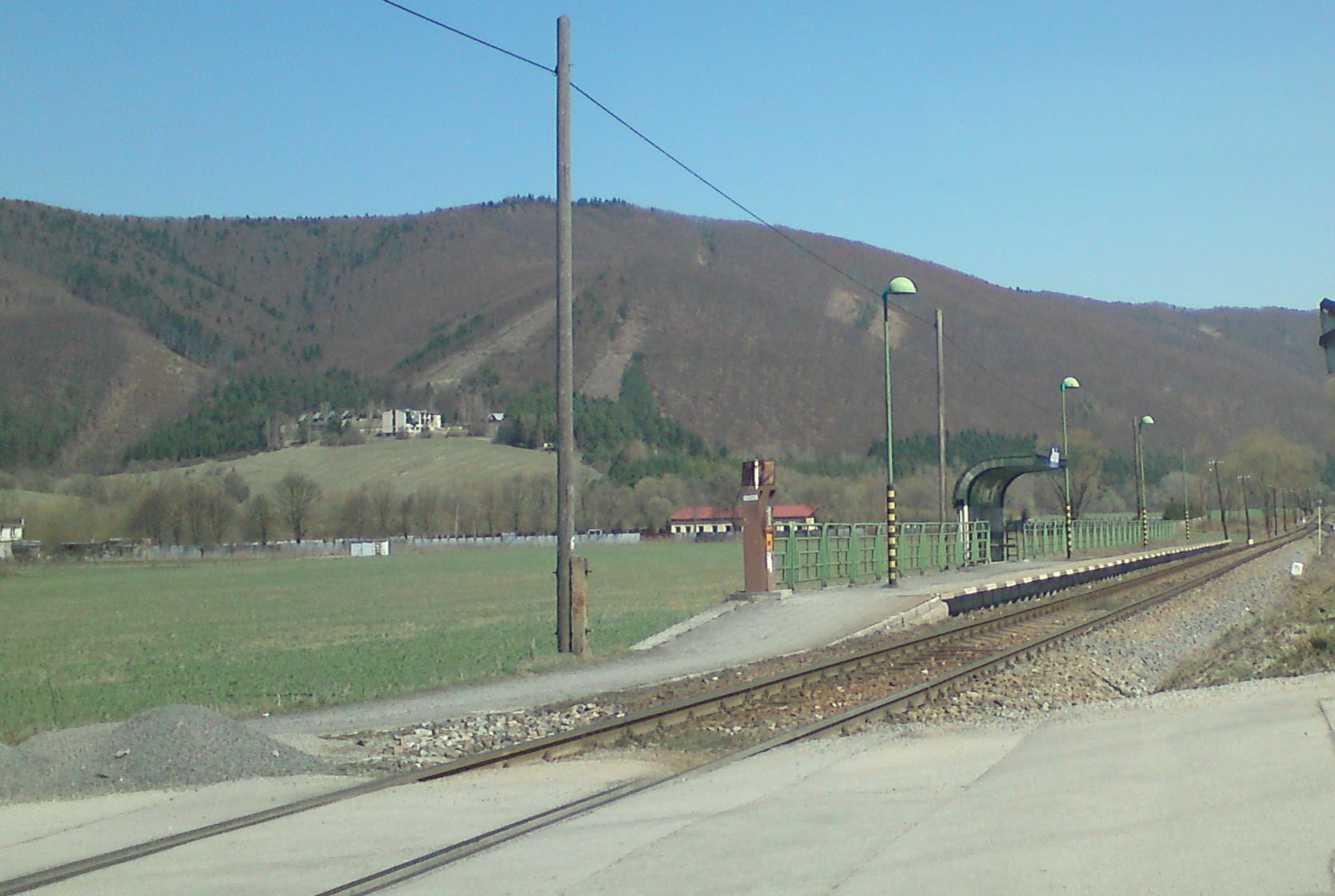 Zbyňov megálló a Zsolna–Rajec vasútvonalon (kép forrása: Wikipédia)
