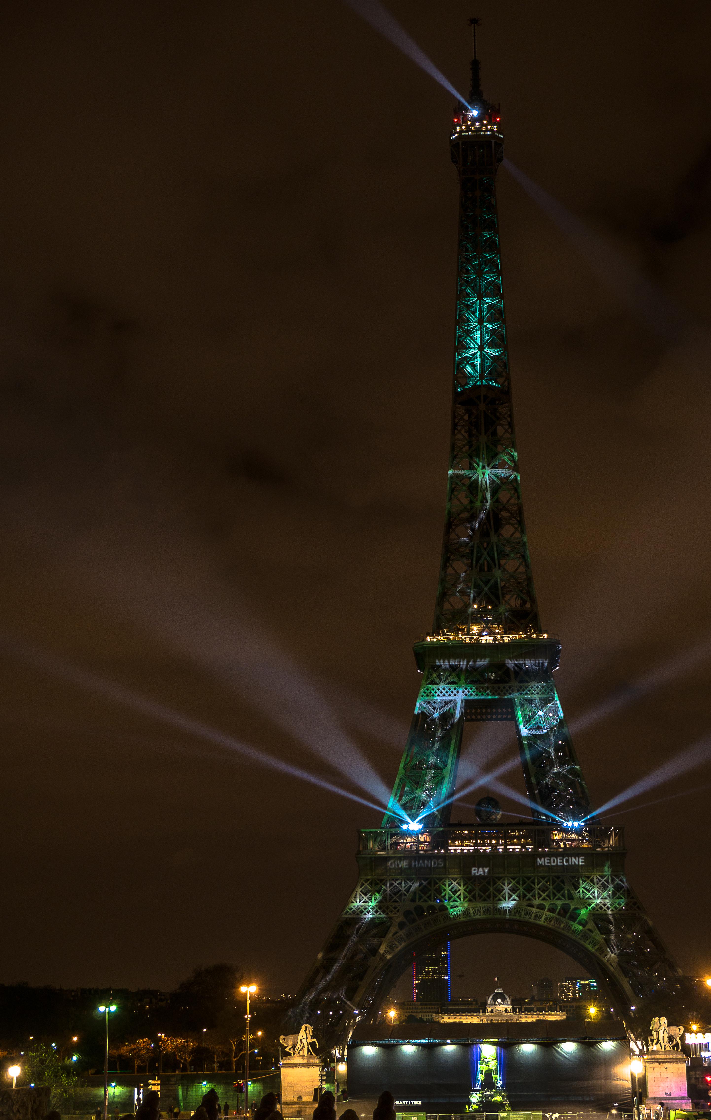 File:-1heart1tree - Tour Eiffel à -Paris - Eiffel Tower