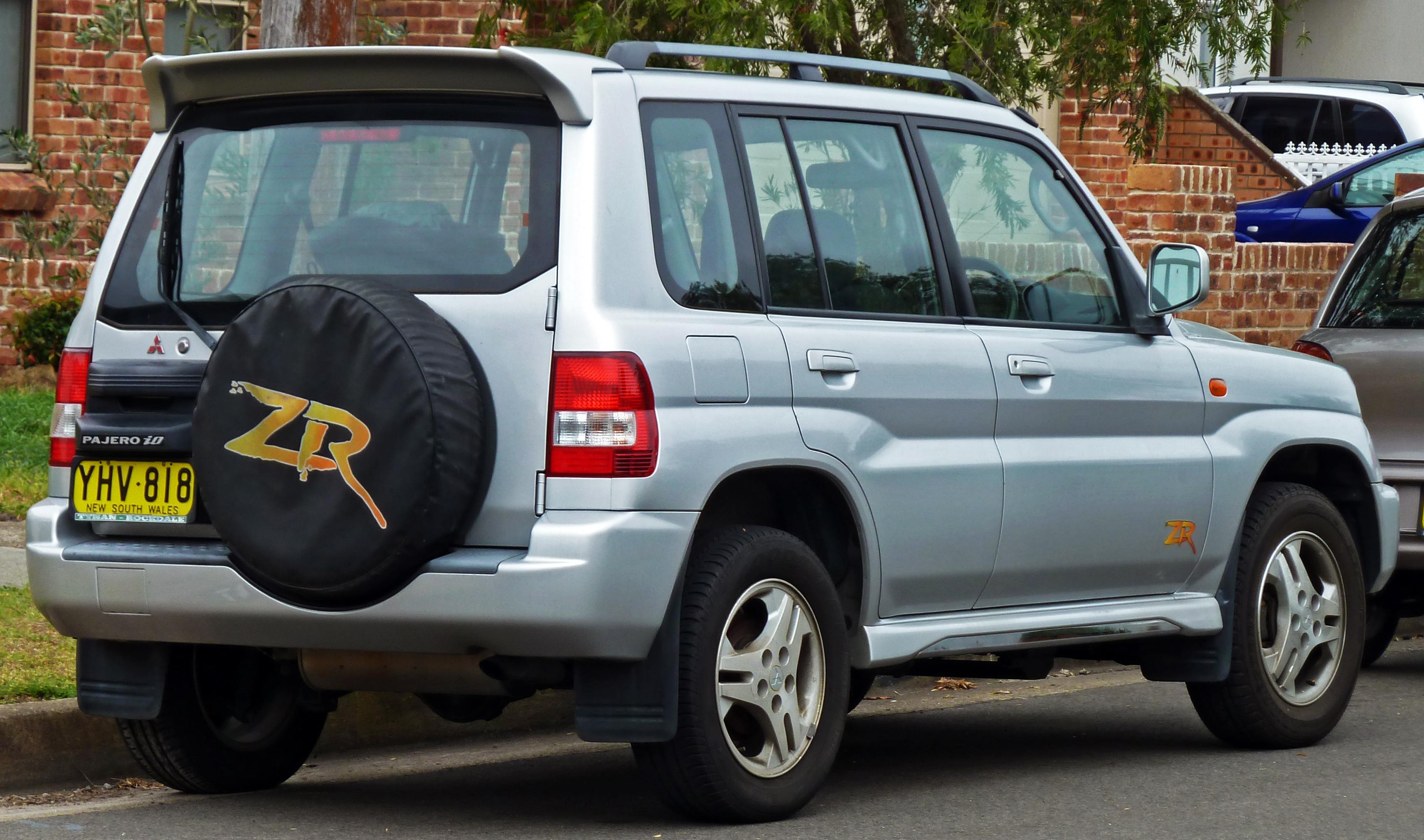 File:2001-2002 Mitsubishi Pajero iO (QA) ZR 5-door wagon
