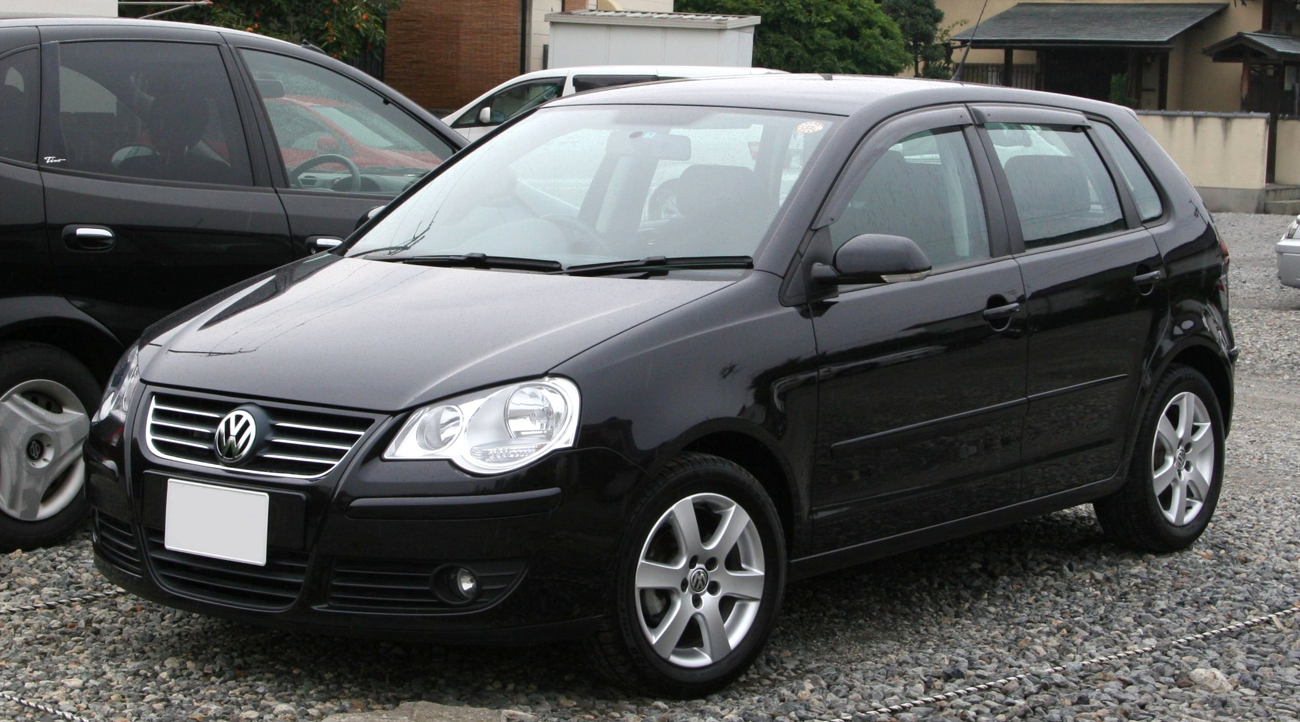 https://upload.wikimedia.org/wikipedia/commons/6/65/2005-2009_Volkswagen_Polo.jpg