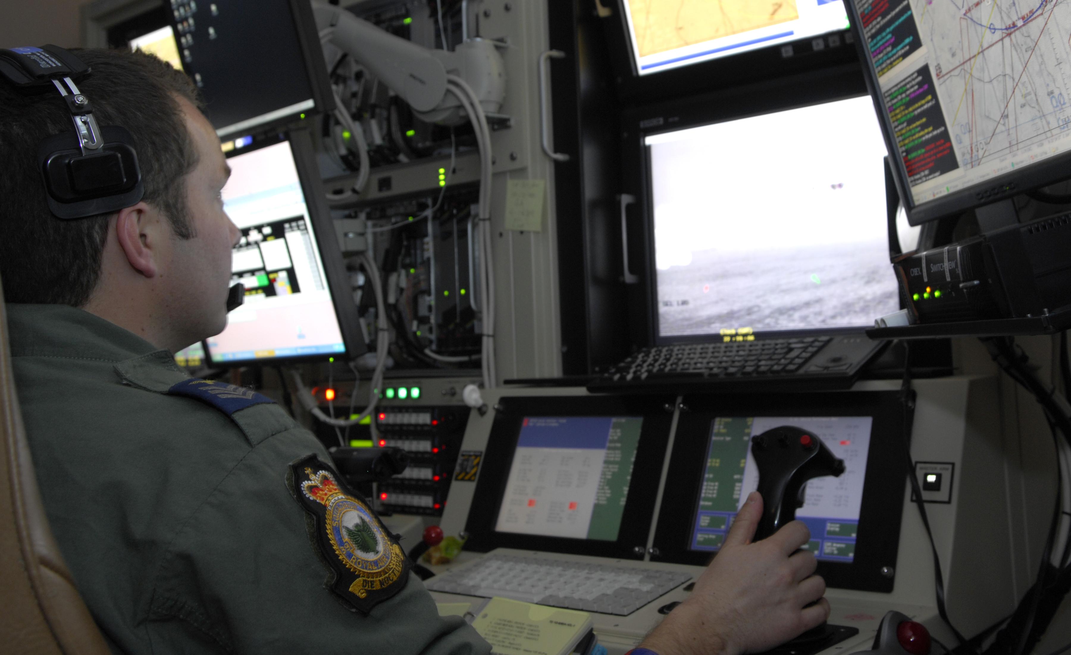 Drones tueurs et guerres secrètes + débat : documentaire complet