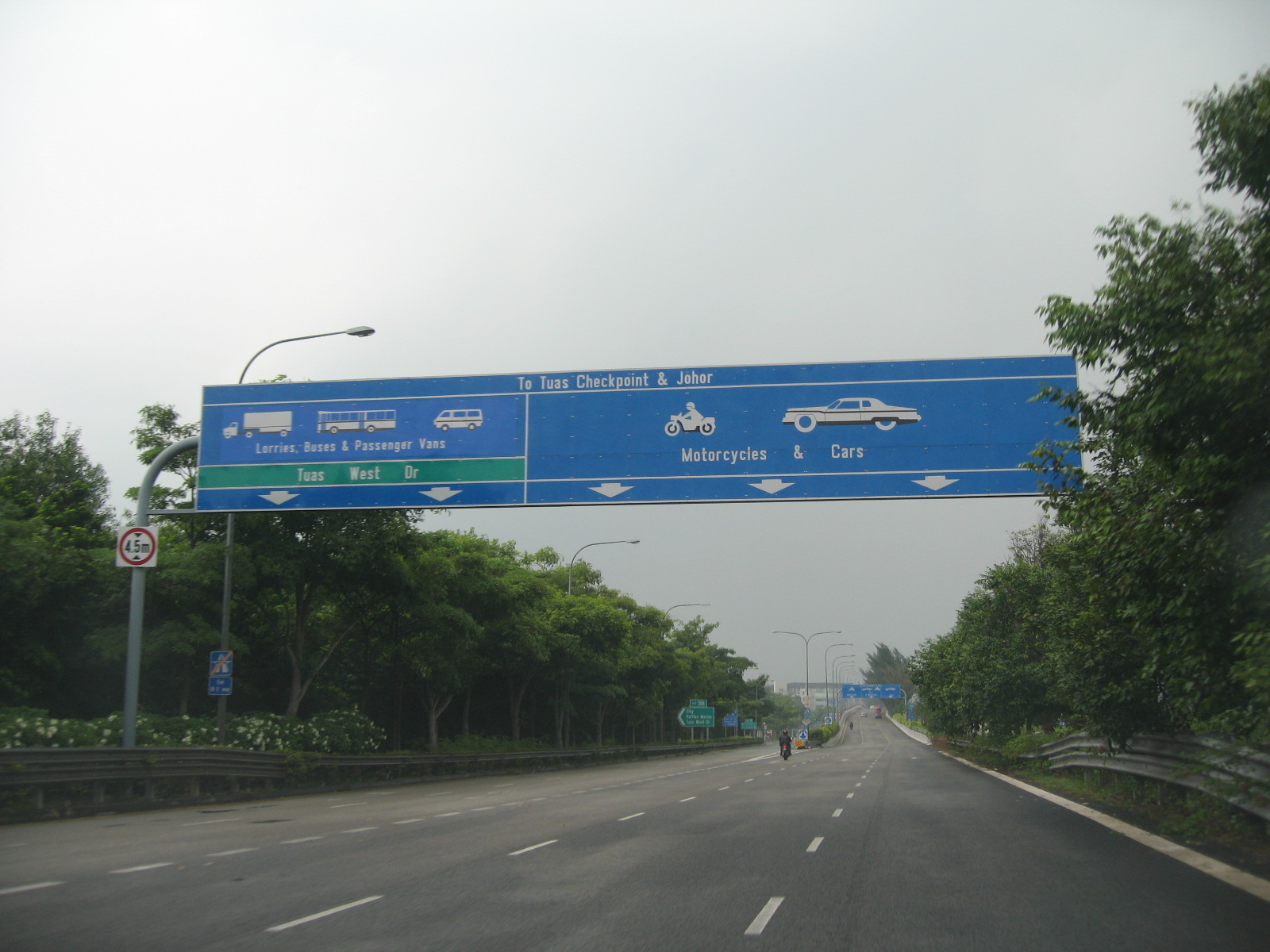 File:AYE before TUAS CHECKPOINT.JPG - Wikimedia Commons