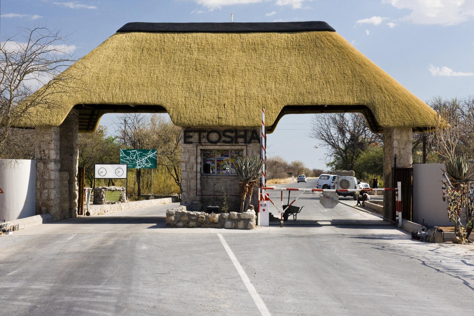 Etosha Namibia  city photos : Andersson Gate, Eingang zum Etosha Nationalpark Wikimedia ...