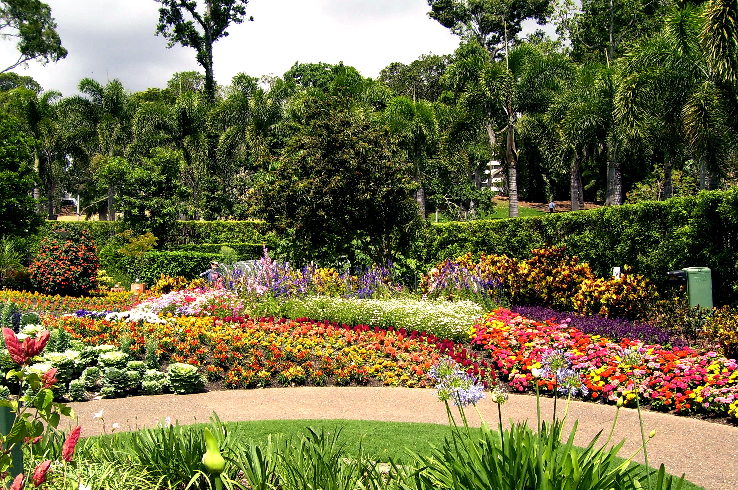 history of eastern lawn art