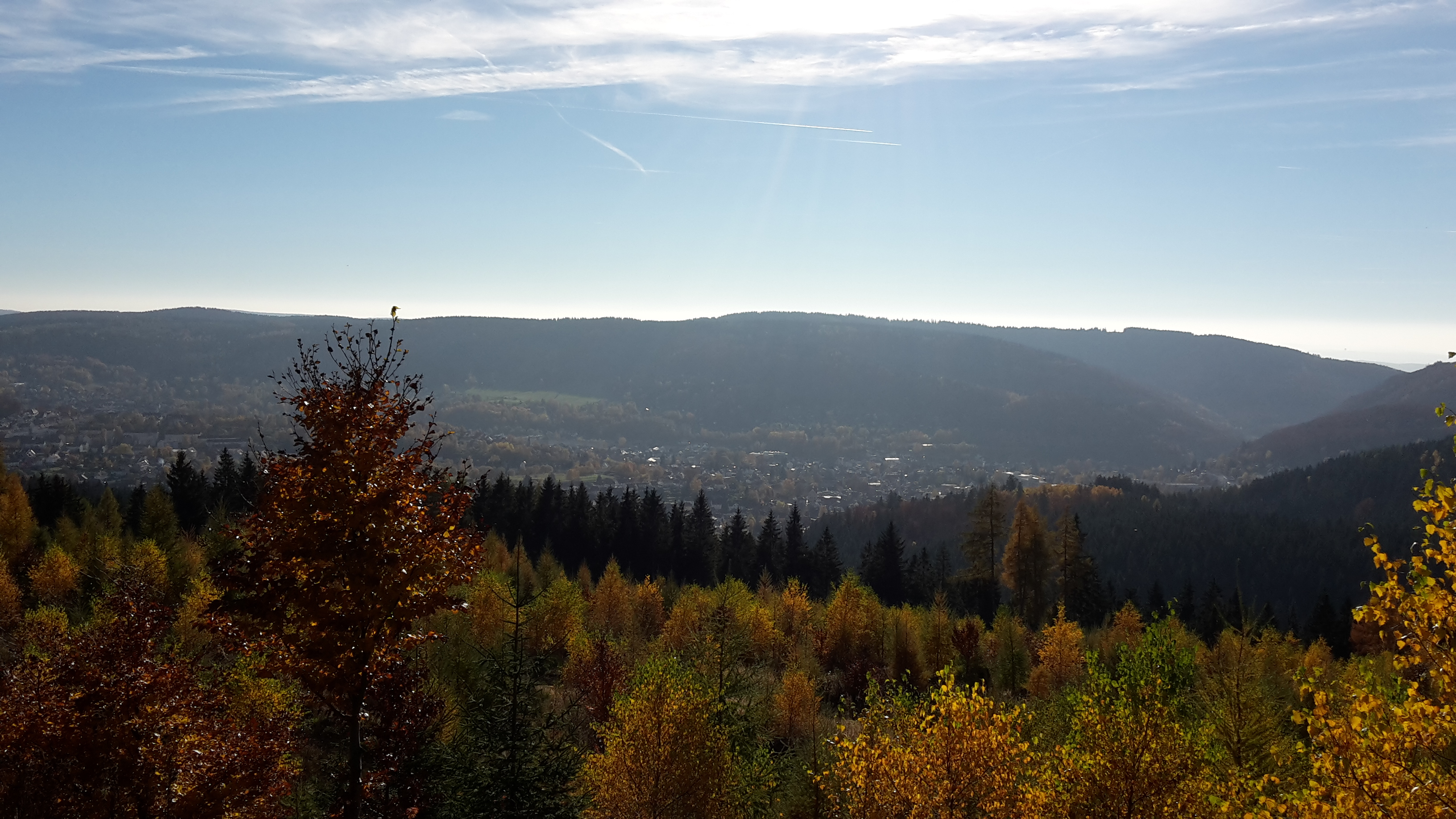 Blick auf Zella-Mehlis, Herbst, Richtung Mehlis.jpg