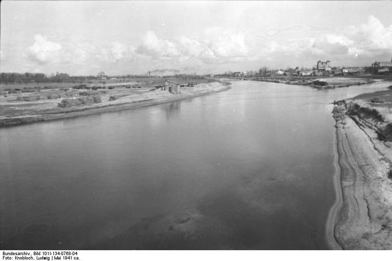 http://upload.wikimedia.org/wikipedia/commons/6/65/Bundesarchiv_Bild_101I-134-0768-04%2C_Polen%2C_Ghetto_Warschau%2C_Arbeitseinsatz.jpg