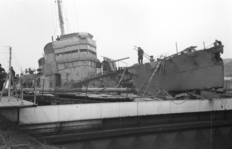 "Датотека:Bundesarchiv Bild 101II-MW-3724-01, St. Nazaire, Zerstörer ""HMS Campbeltown"".jpg"