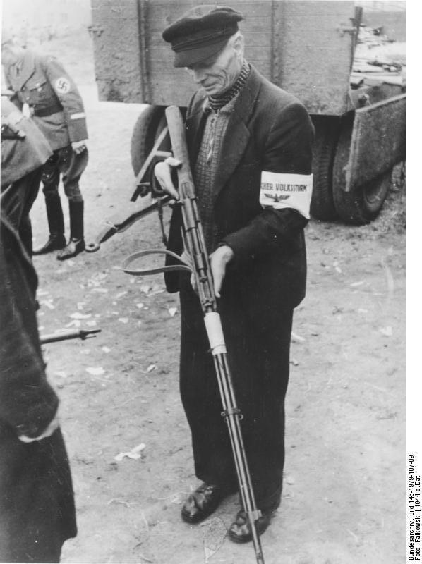 Steyr Mannlicher M95 (Un peu d'histoire...) Bundesarchiv_Bild_146-1979-107-09%2C_Volkssturmmann_mit_Gewehr