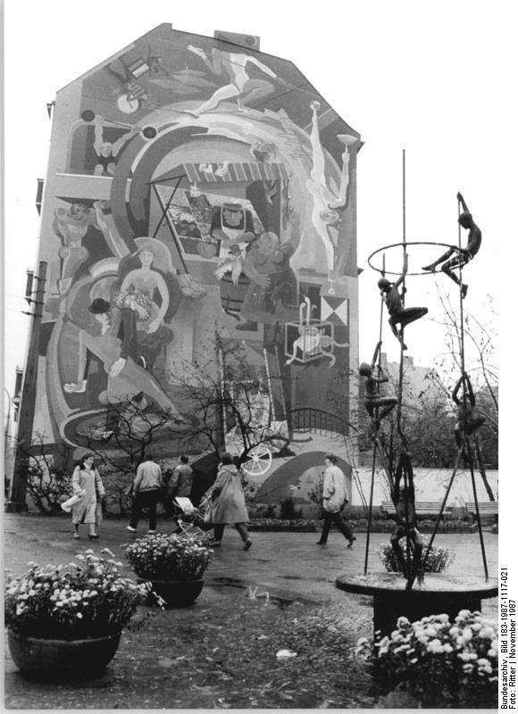 App in die geschichte - Wandmalerei berlin ...