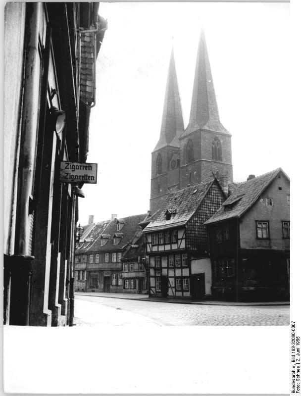 Datei bundesarchiv bild 183 32060 0007 quedlinburg for Diccionario de arquitectura pdf