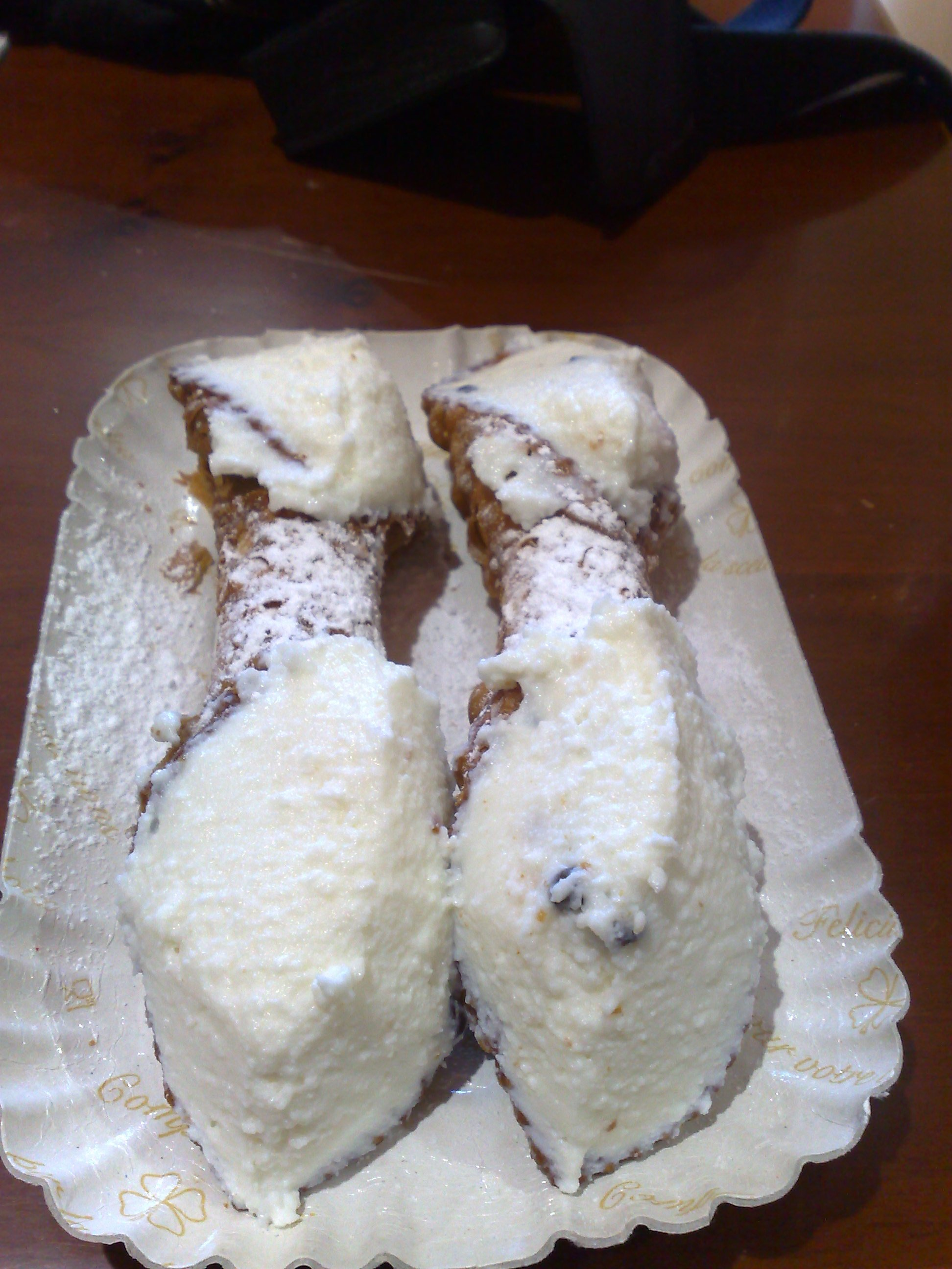 File:Cannoli.jpg - Wikimedia Commons