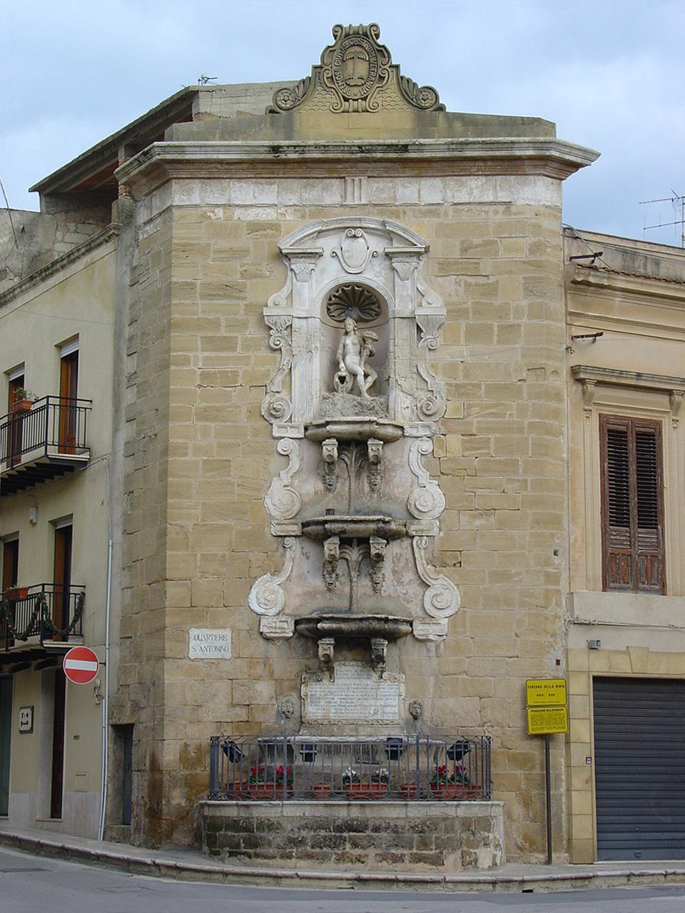 File castelvetrano fontana della wikimedia - Mobili palermo castelvetrano ...