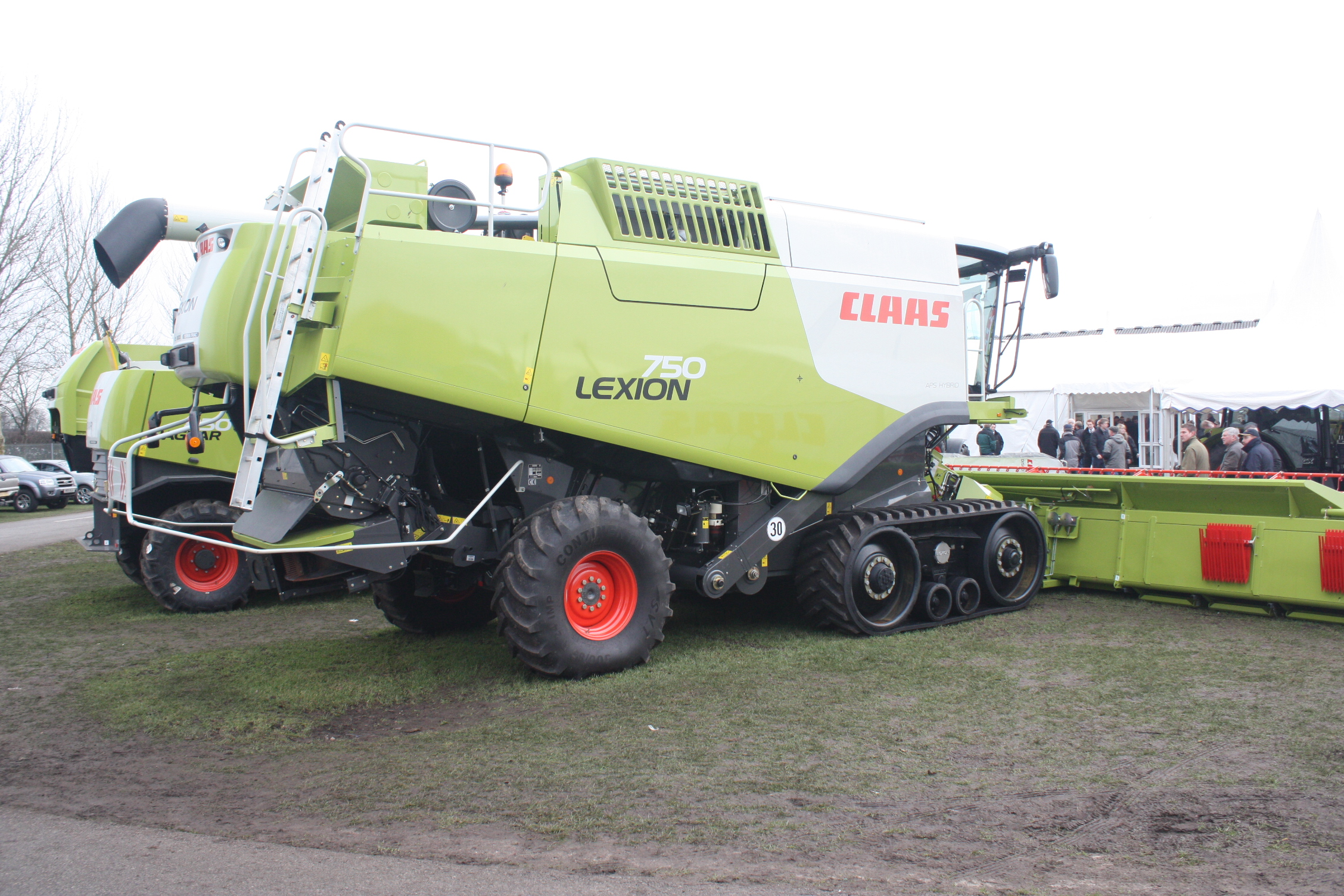 File:Claas Lexion 750 combine (side) at LAMMA 2011 - 6062 ...