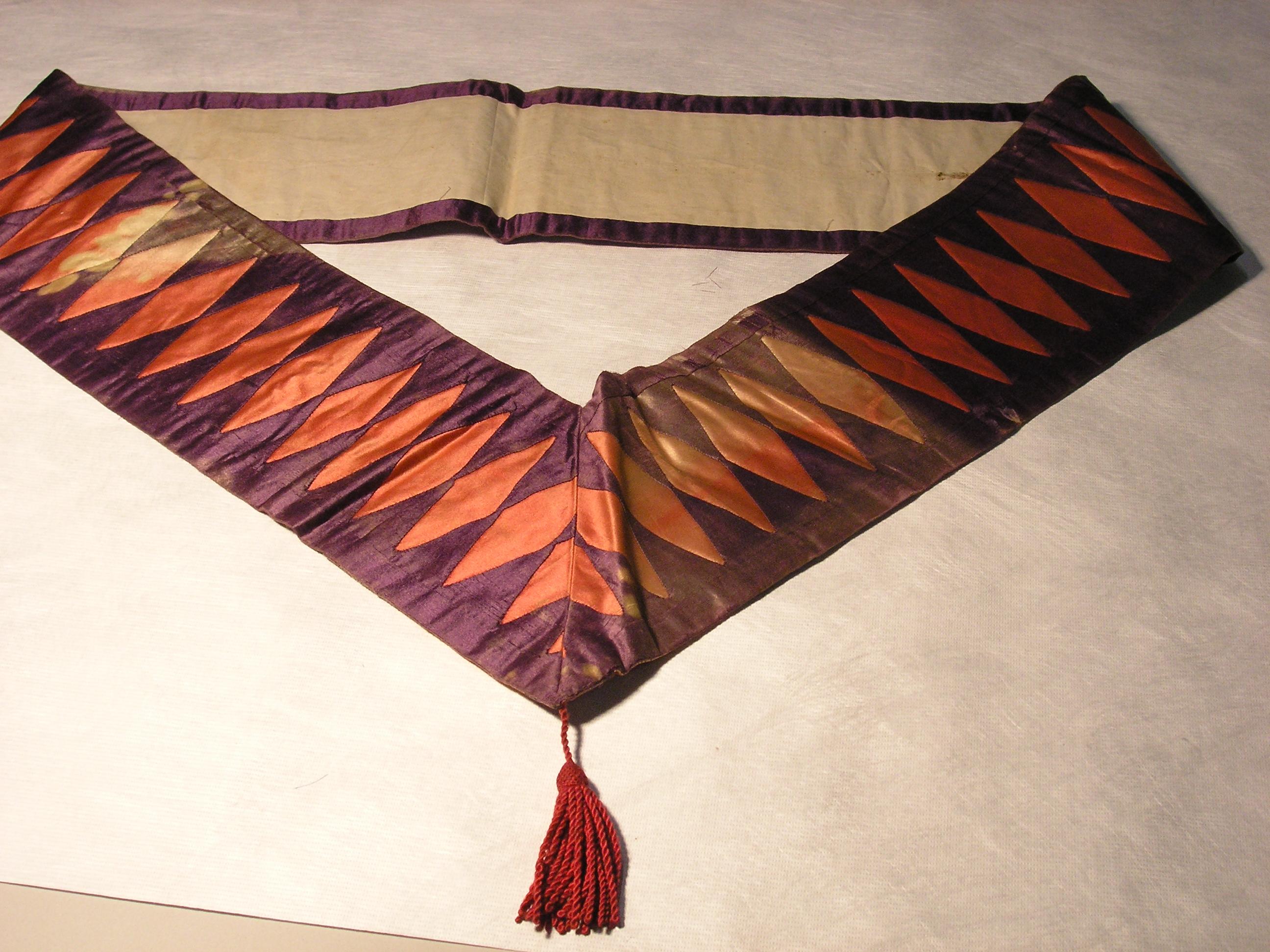 File:Collar and apron, Masonic (AM 1965 78 535-12) jpg - Wikimedia