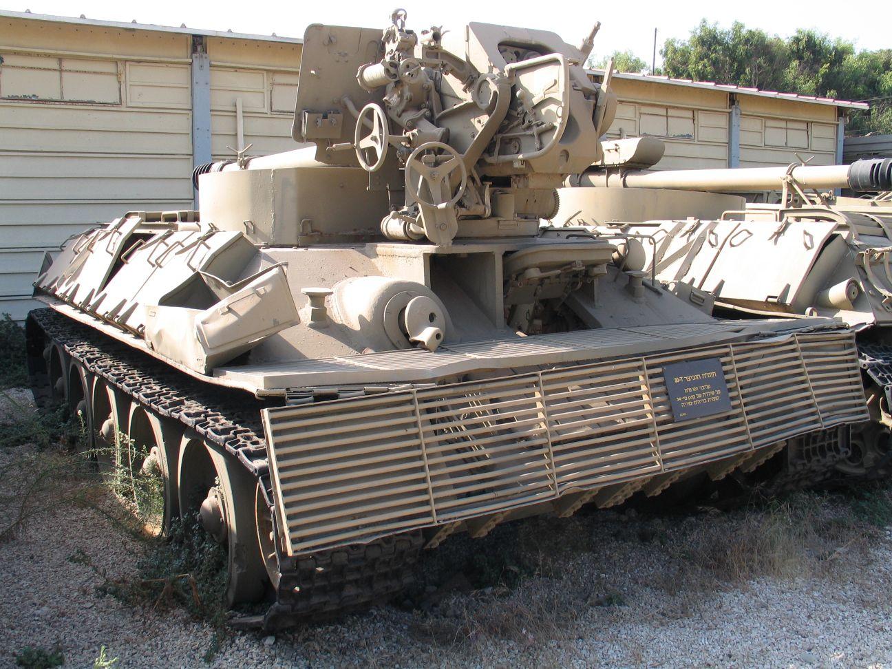 المدفعيه المصريه والسوريه والاسرائيليه  D-30-howitzer-on-T-34-batey-haosef-1