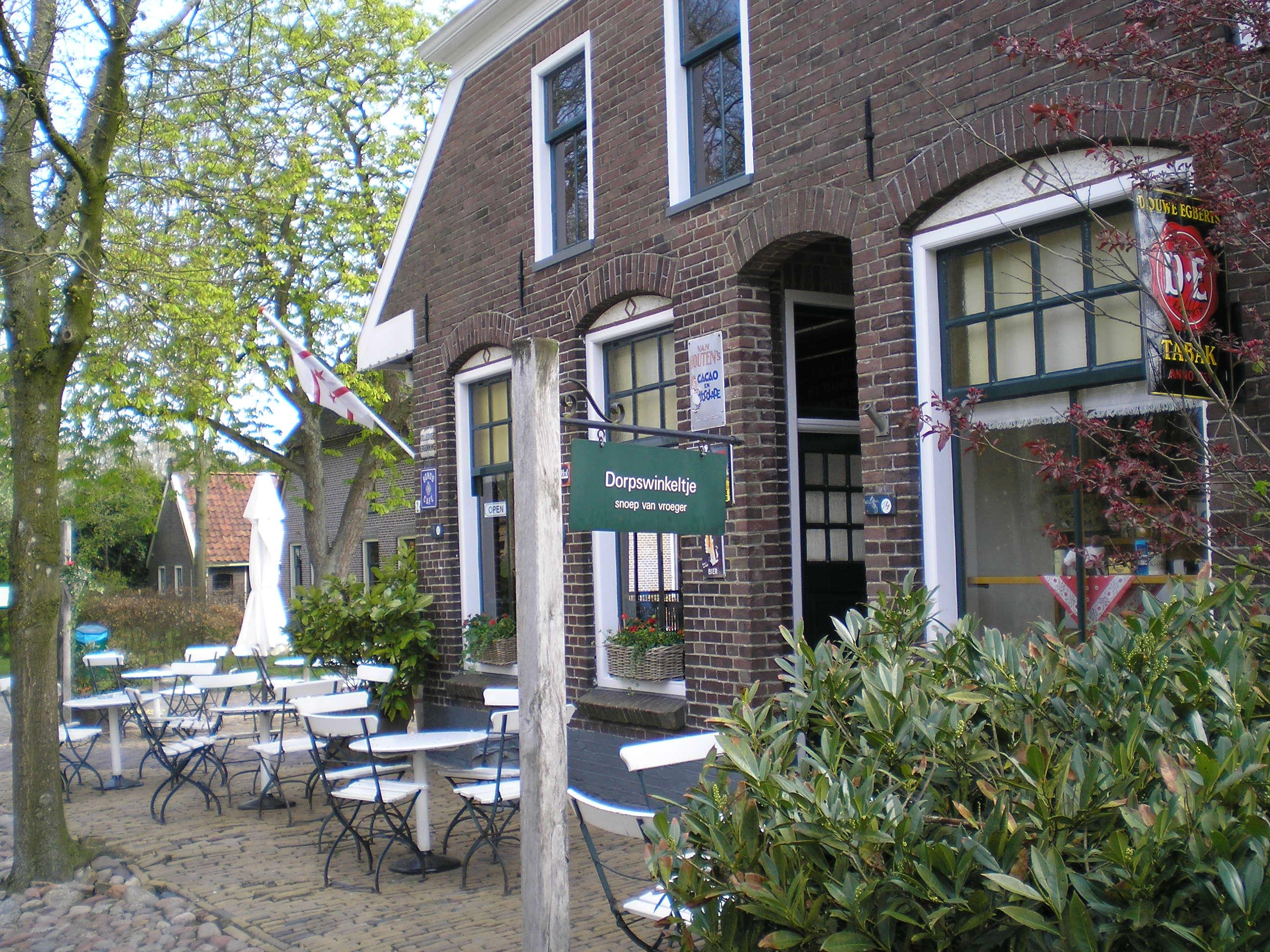 File:Dorpswinkeltje Schoolstraat-1 Orvelte Drenthe Nederland.JPG