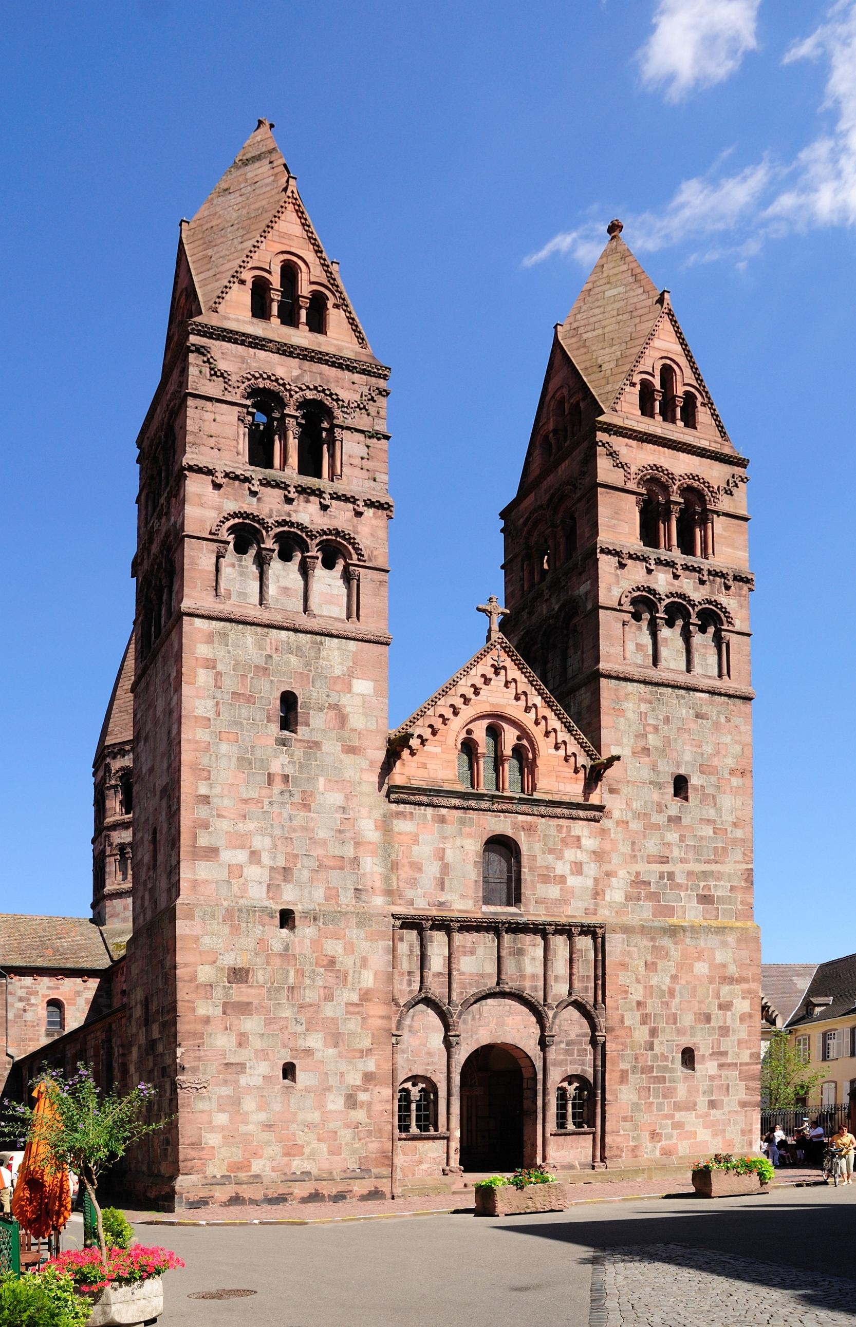 https://upload.wikimedia.org/wikipedia/commons/6/65/Eglise_Sainte-Foy_Selestat2.jpg