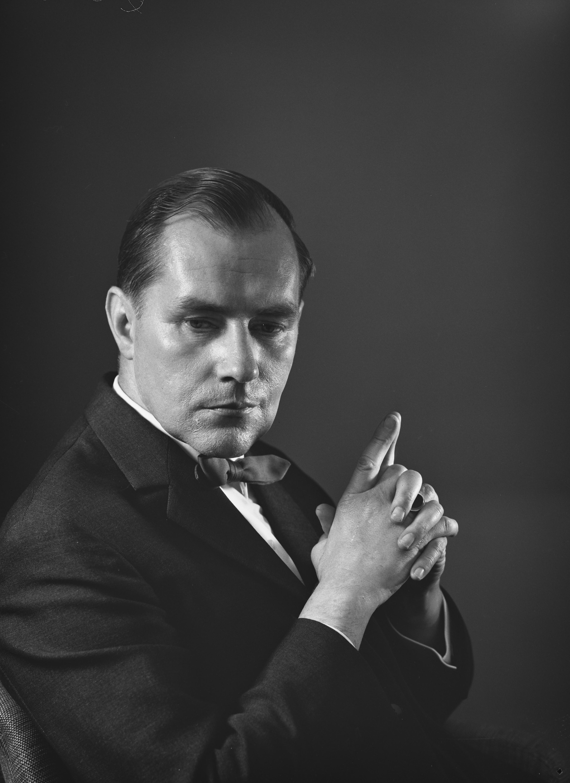 Einari
