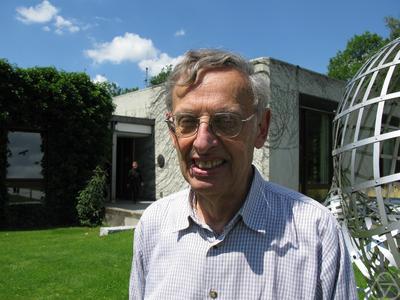 Elias M Stein
