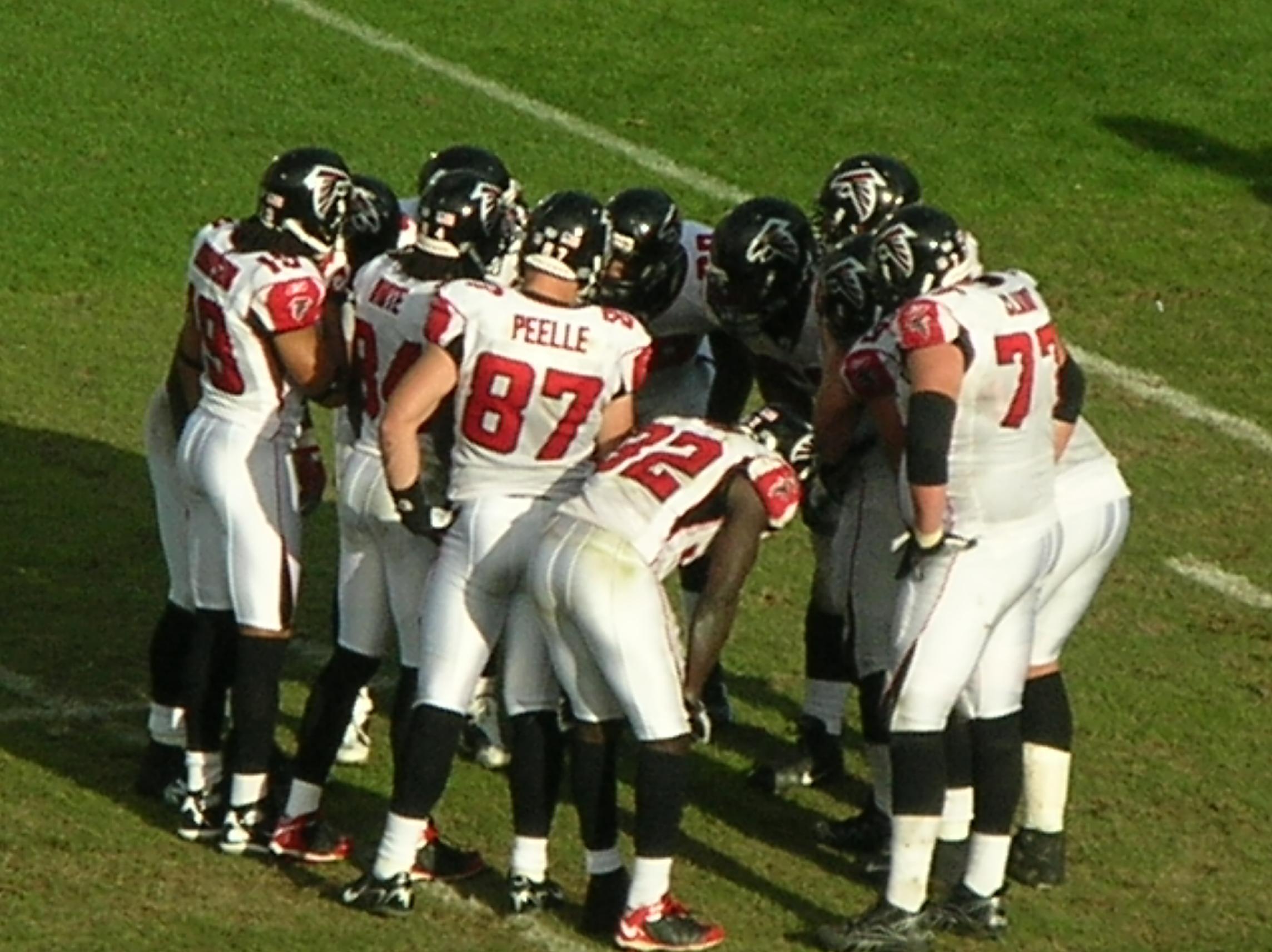 Atlanta Falcons >> File:Falcons in huddle at Atlanta at Oakland 11-2-08.JPG ...