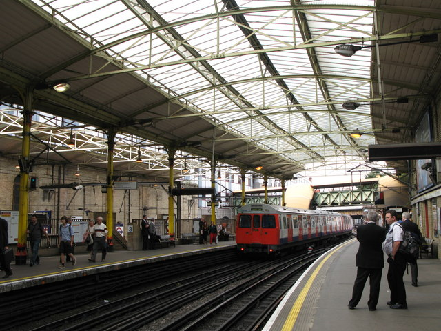 Farringdon station - tube platforms - geograph.org.uk - 937886