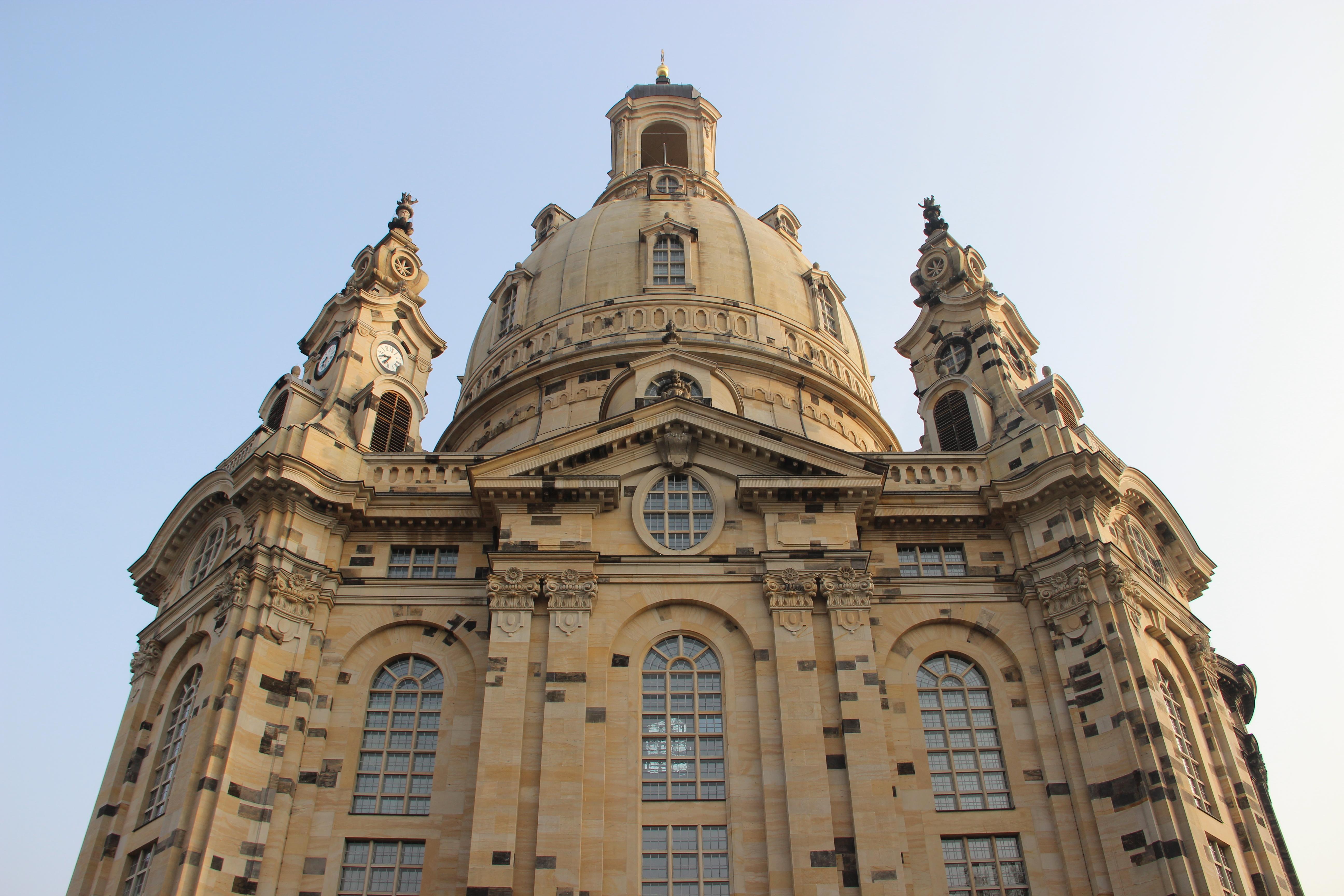 File frauenkirche 13638616033 jpg wikimedia commons for Hotelsuche dresden