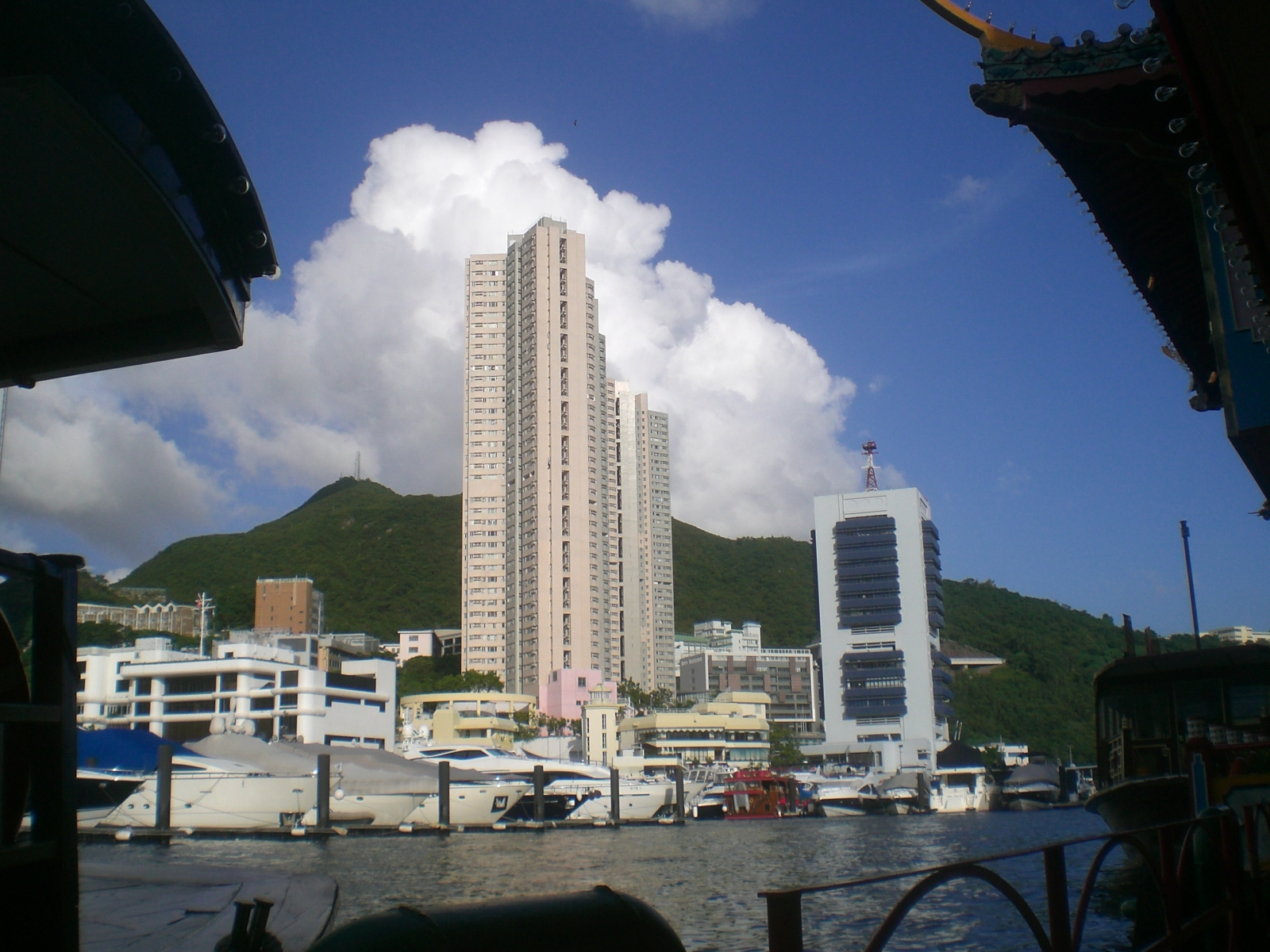 File:HK Sham Wan Bay Tai Pak Floating Restaurant views