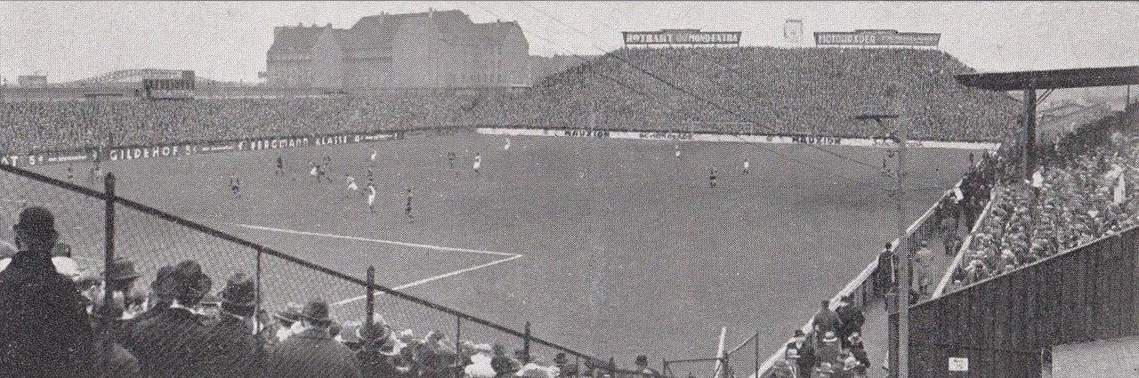 Hertha BSC Plumpe, Unbekannt Achim Raschka [Public domain], via Wikimedia Commons