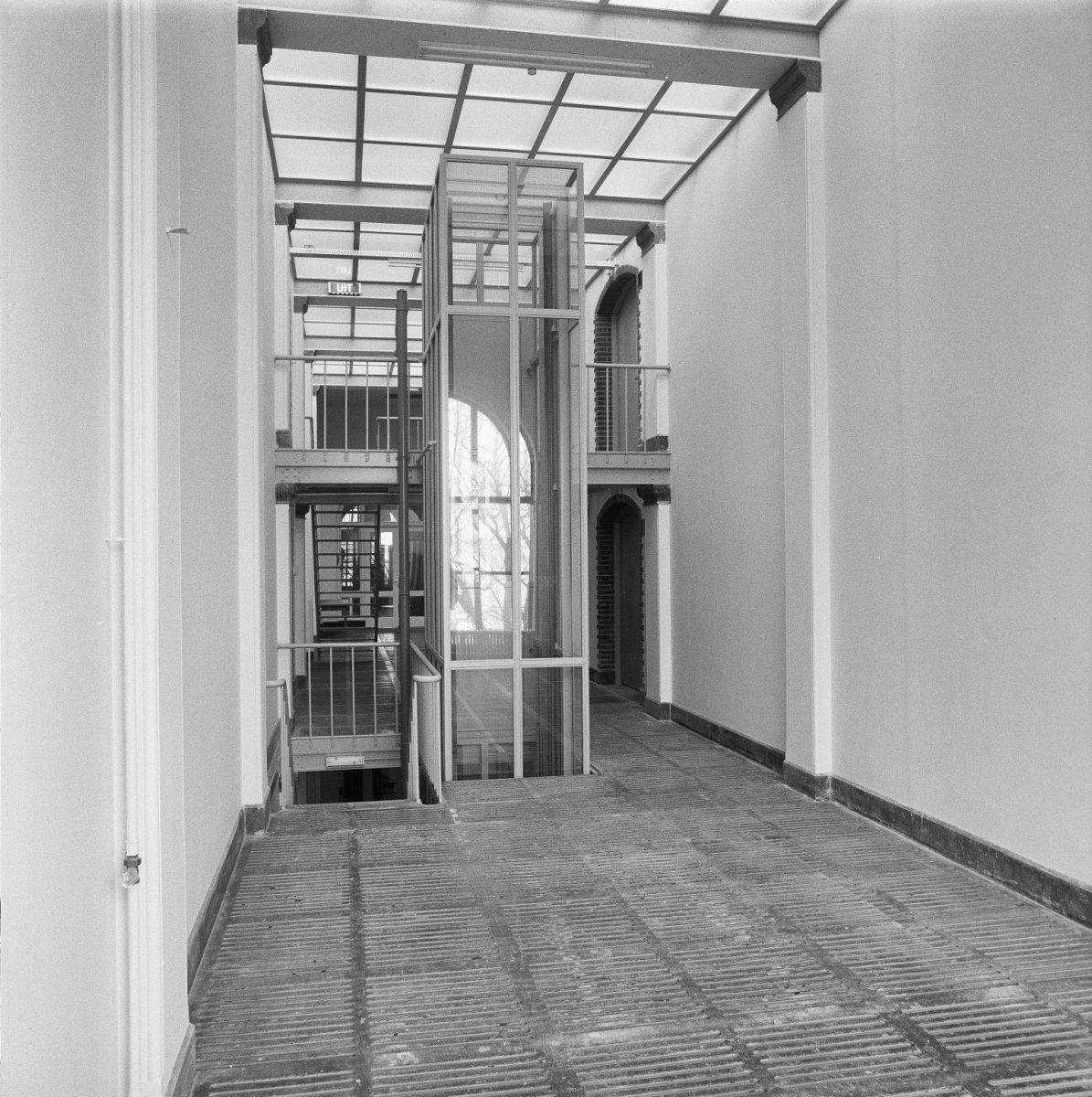 File interieur met nieuwe lift leiden 20315179 rce for Interieur leiden