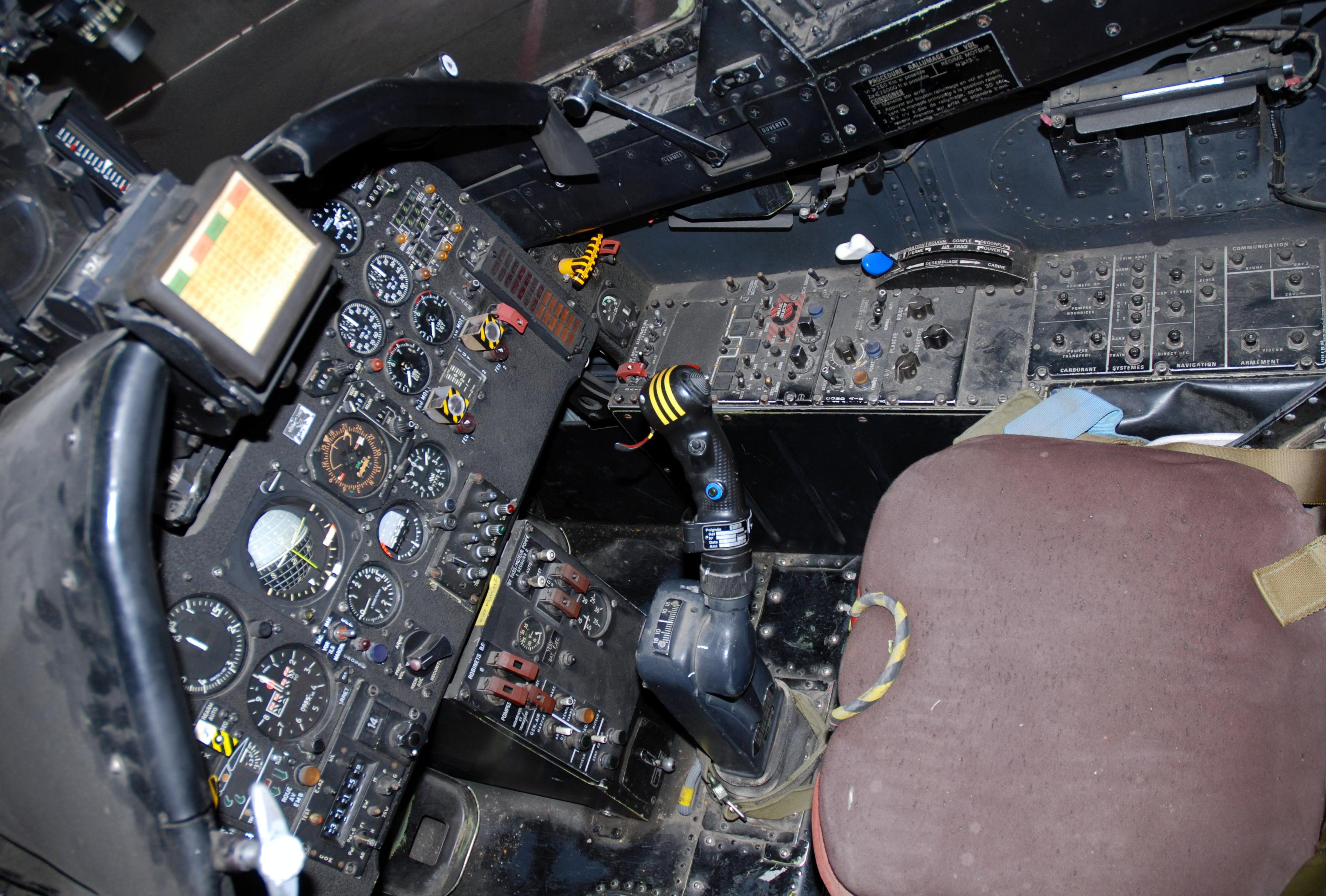 File:Jaguar A cockpit, Musée de l'Aviation Clément Ader