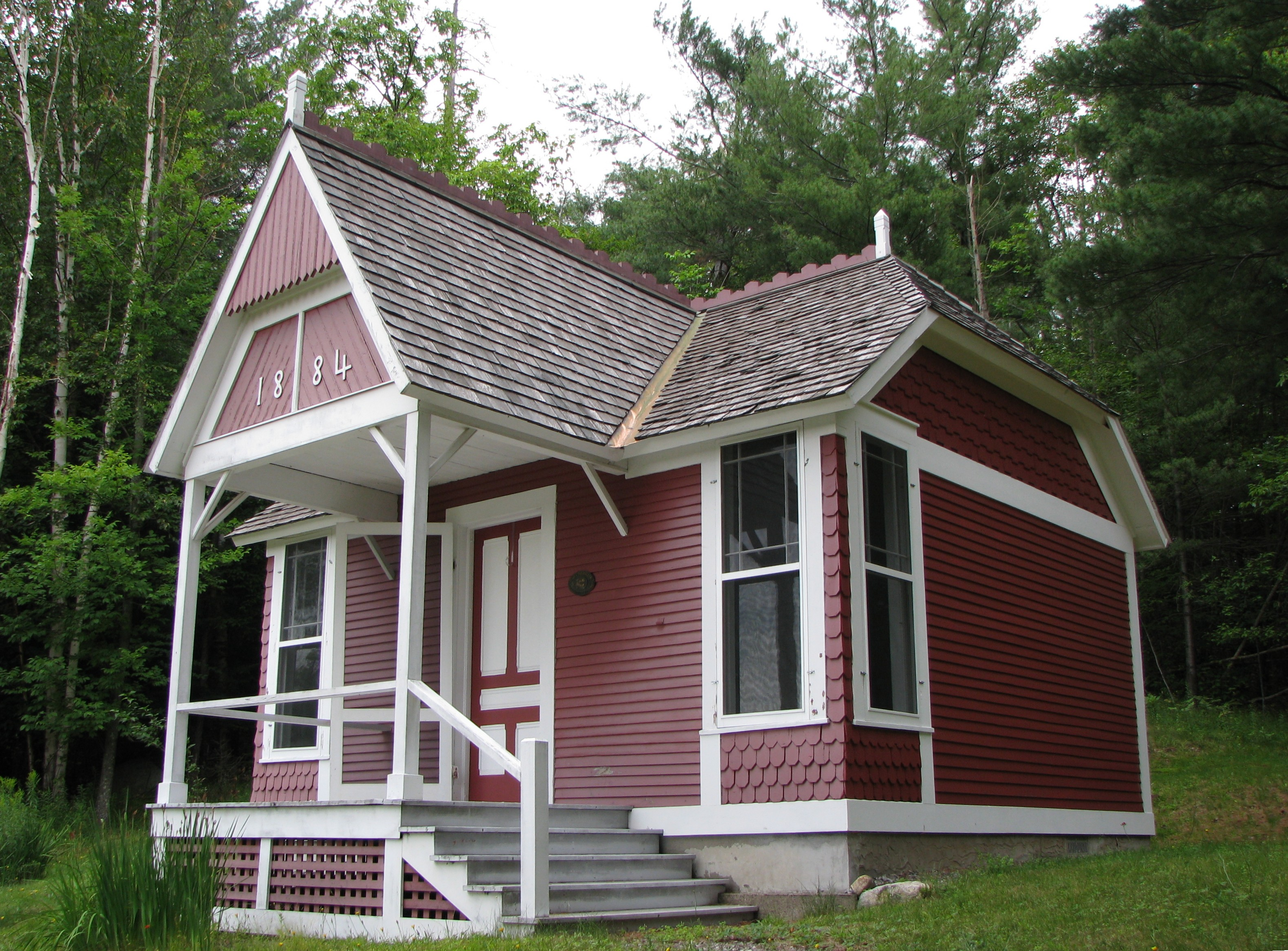 File Little Red Of The Adirondack Cottage