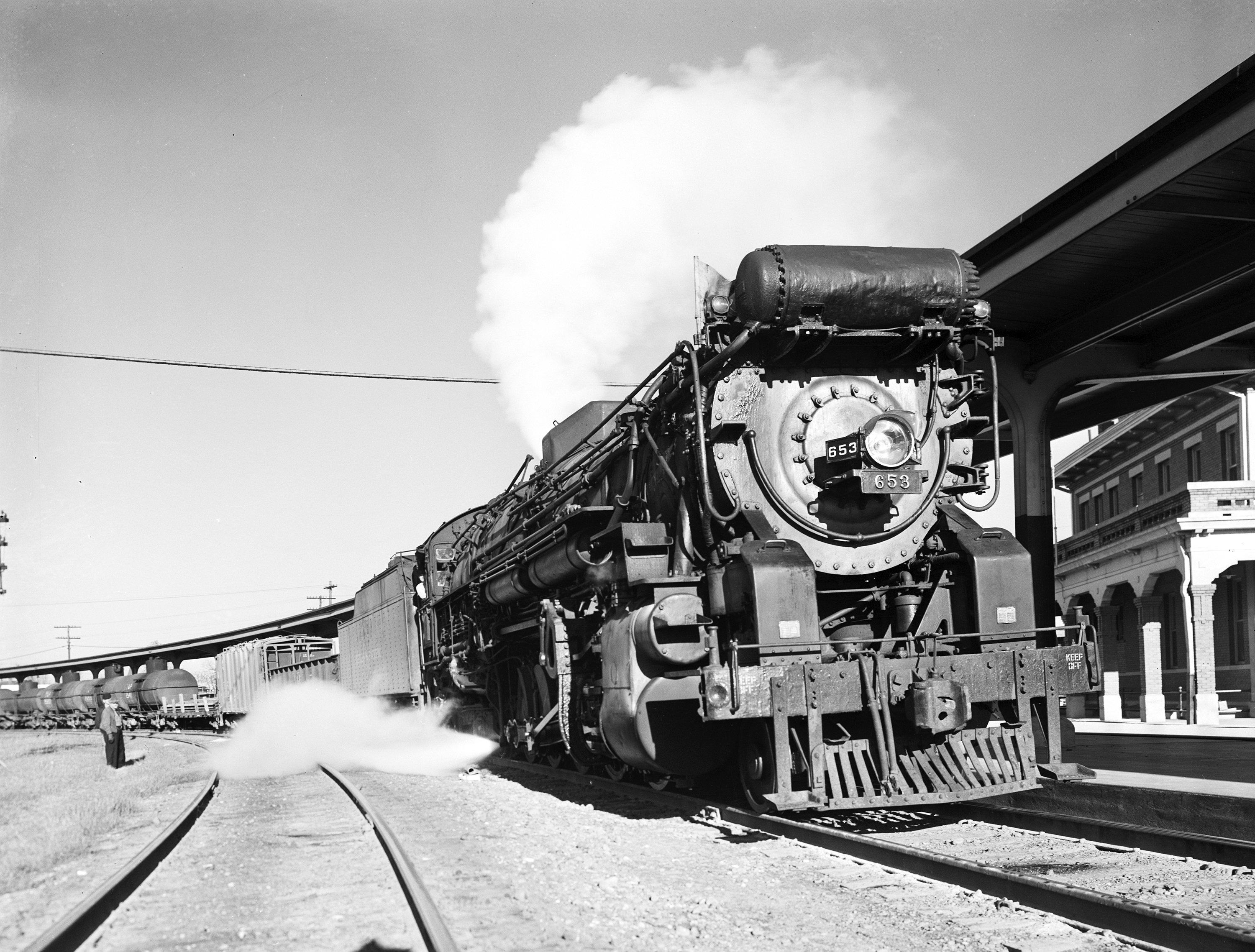 File:Locomotive 653 Arriving at Depot, Texas and Pacific ... Pacific Railway Company