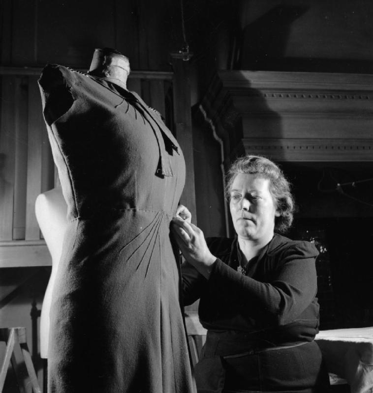 File London Fashion Designers The Work Of Members Of The Incorporated Society Of London Fashion Designers In Wartime London England Uk 1944 D23064 Jpg Wikimedia Commons
