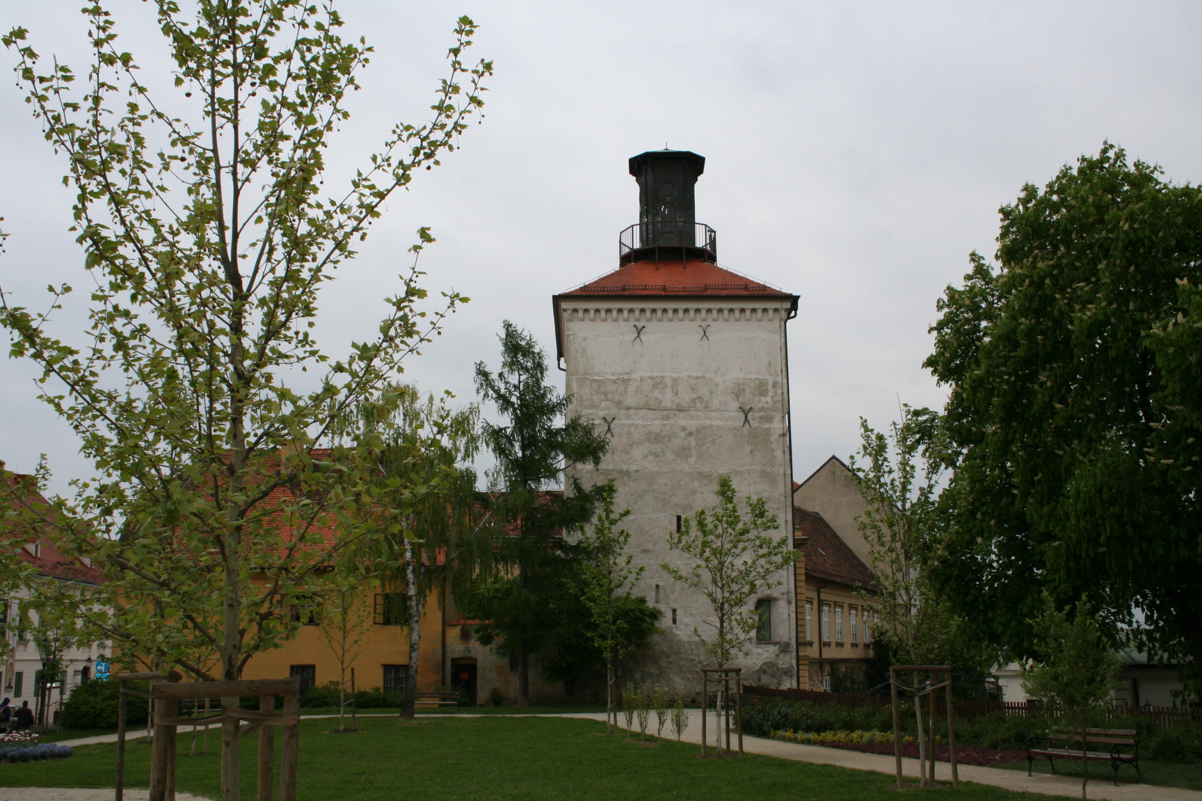 Lotrščak Tower and Bela IV Park (2014-04-17).jpg