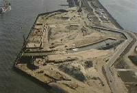 Bouw van de Maeslantkering (bron: beeldbank.rws.nl)