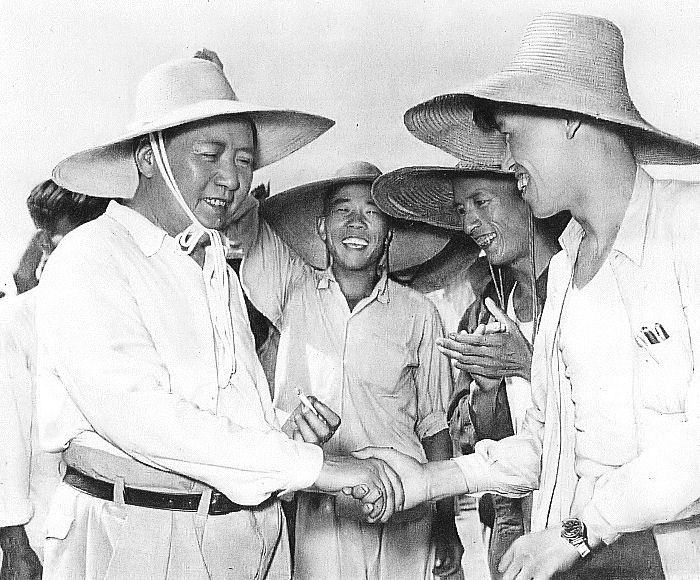 Mao Zedong shakes hands with People's Commune workers in 1959