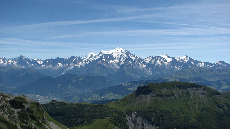 https://upload.wikimedia.org/wikipedia/commons/6/65/Massif_du_Mont_Blanc.JPG?uselang=fr