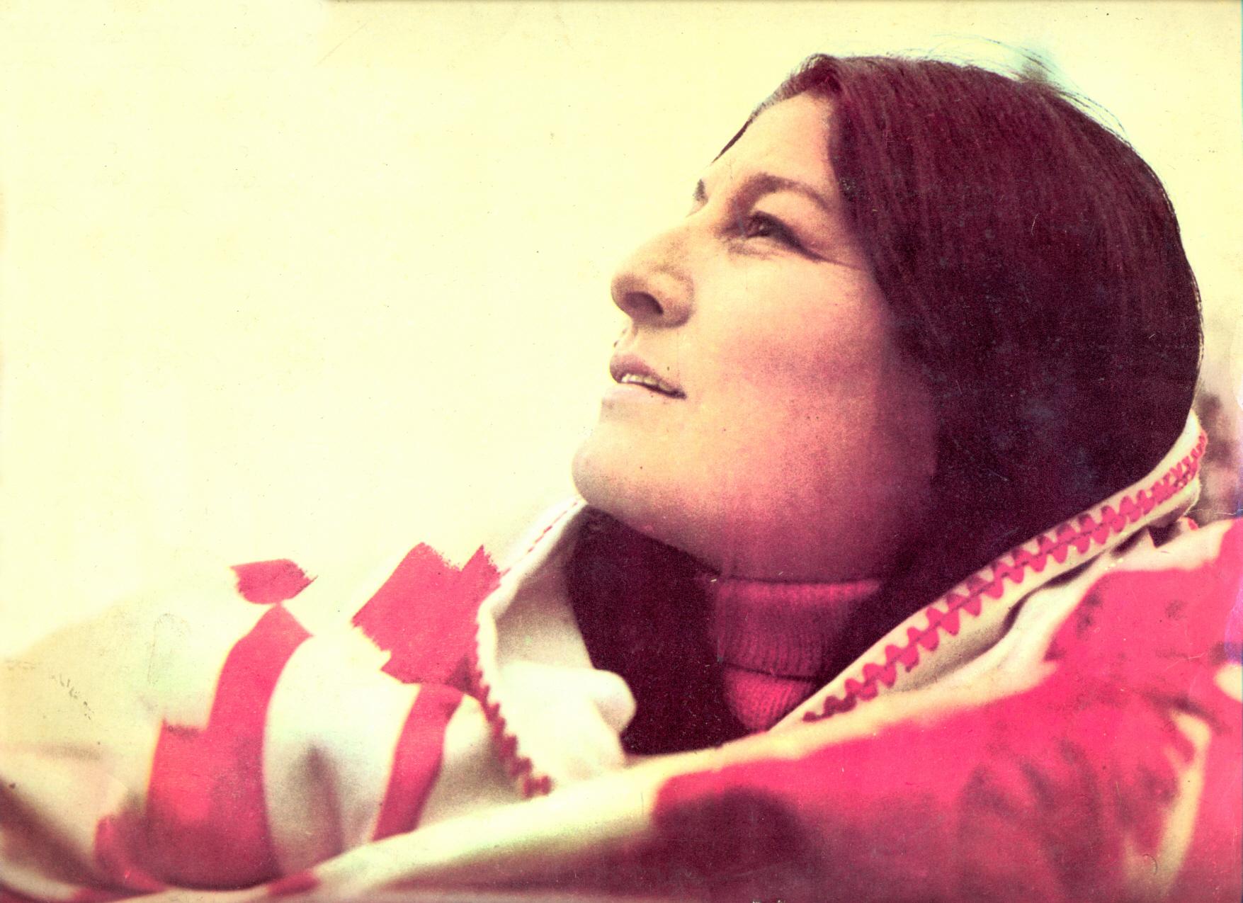 Mercedes Sosa en la portada del álbum Hasta la victoria (1972).