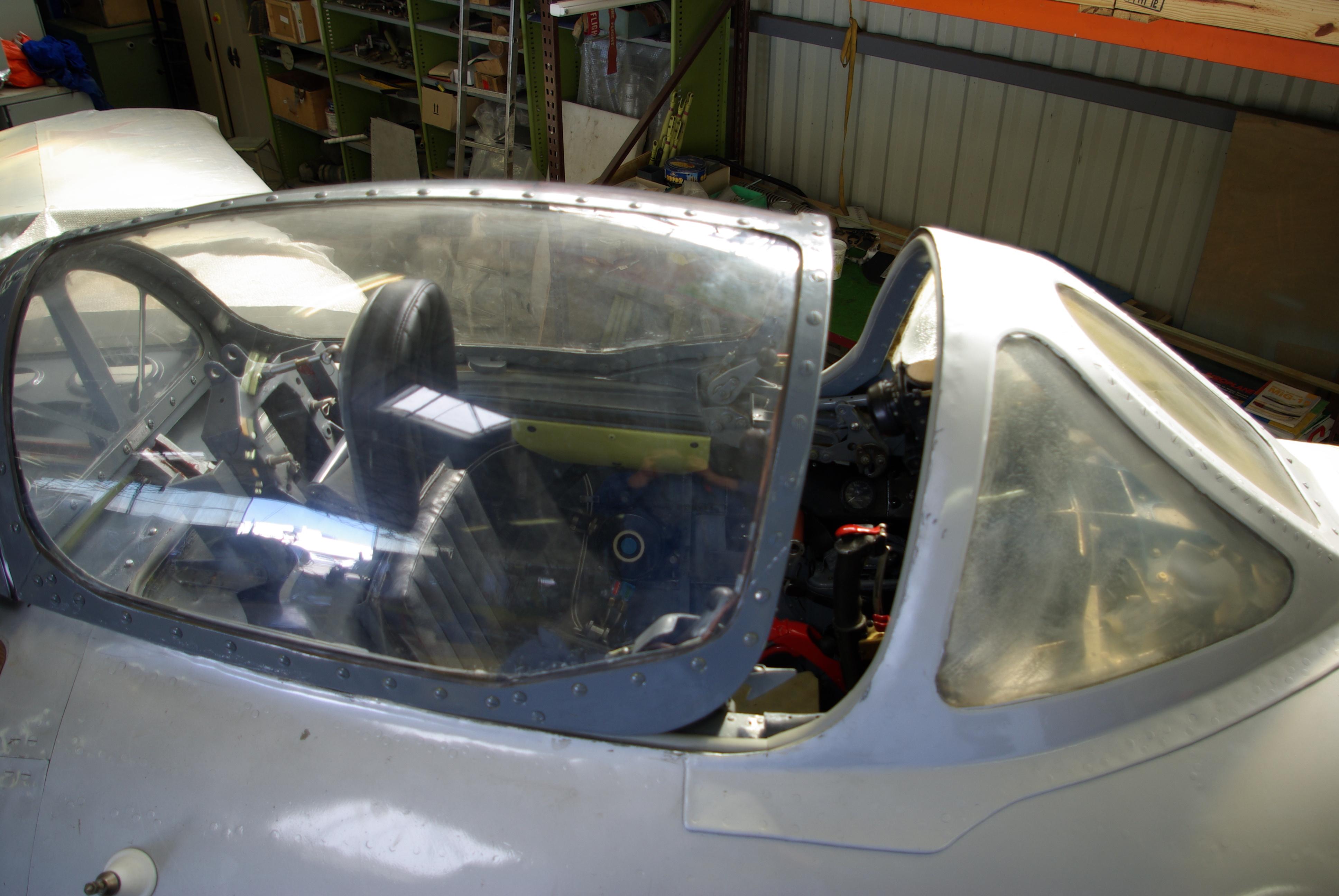 MiG-15_canopy_%28MAA%29.jpg