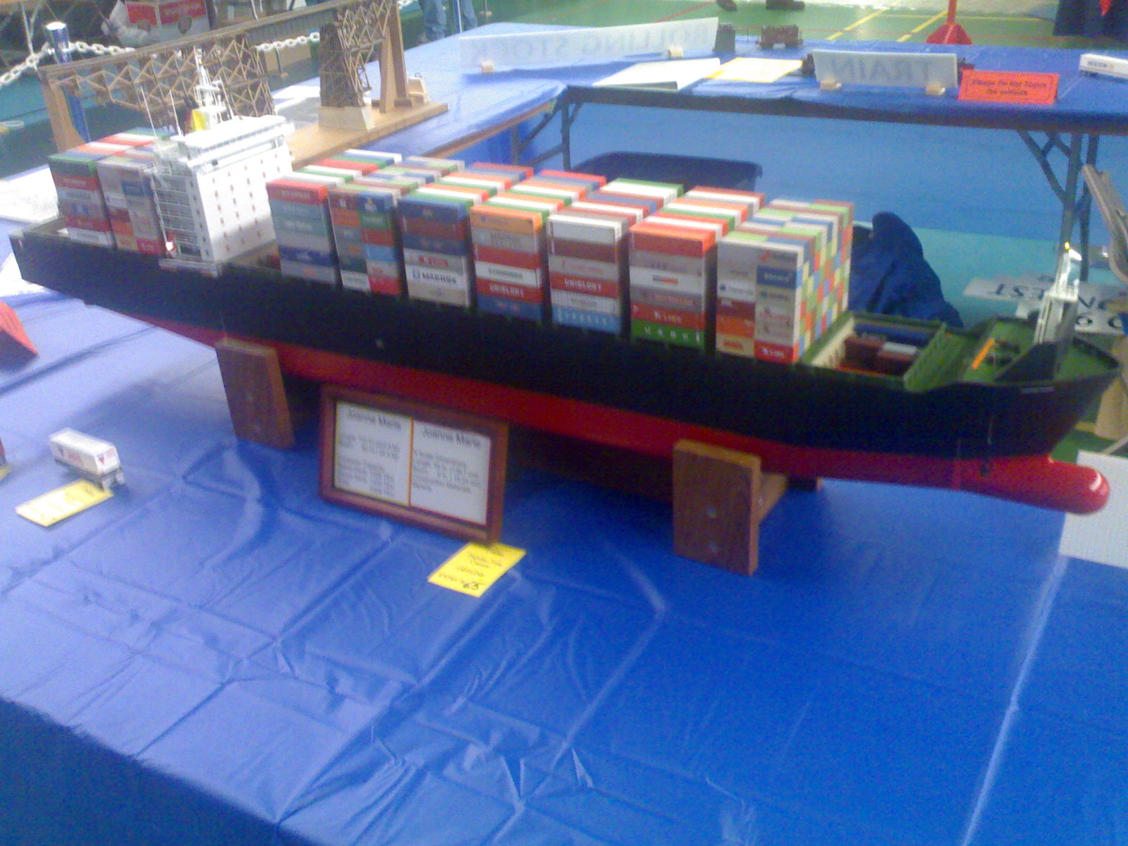 Model cargo containers