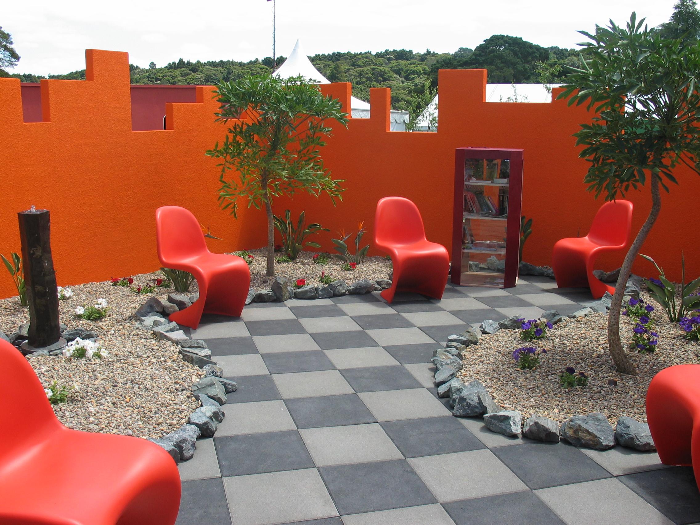 File:Modern garden at Ellerslie Flower Show.jpg - Wikimedia Commons